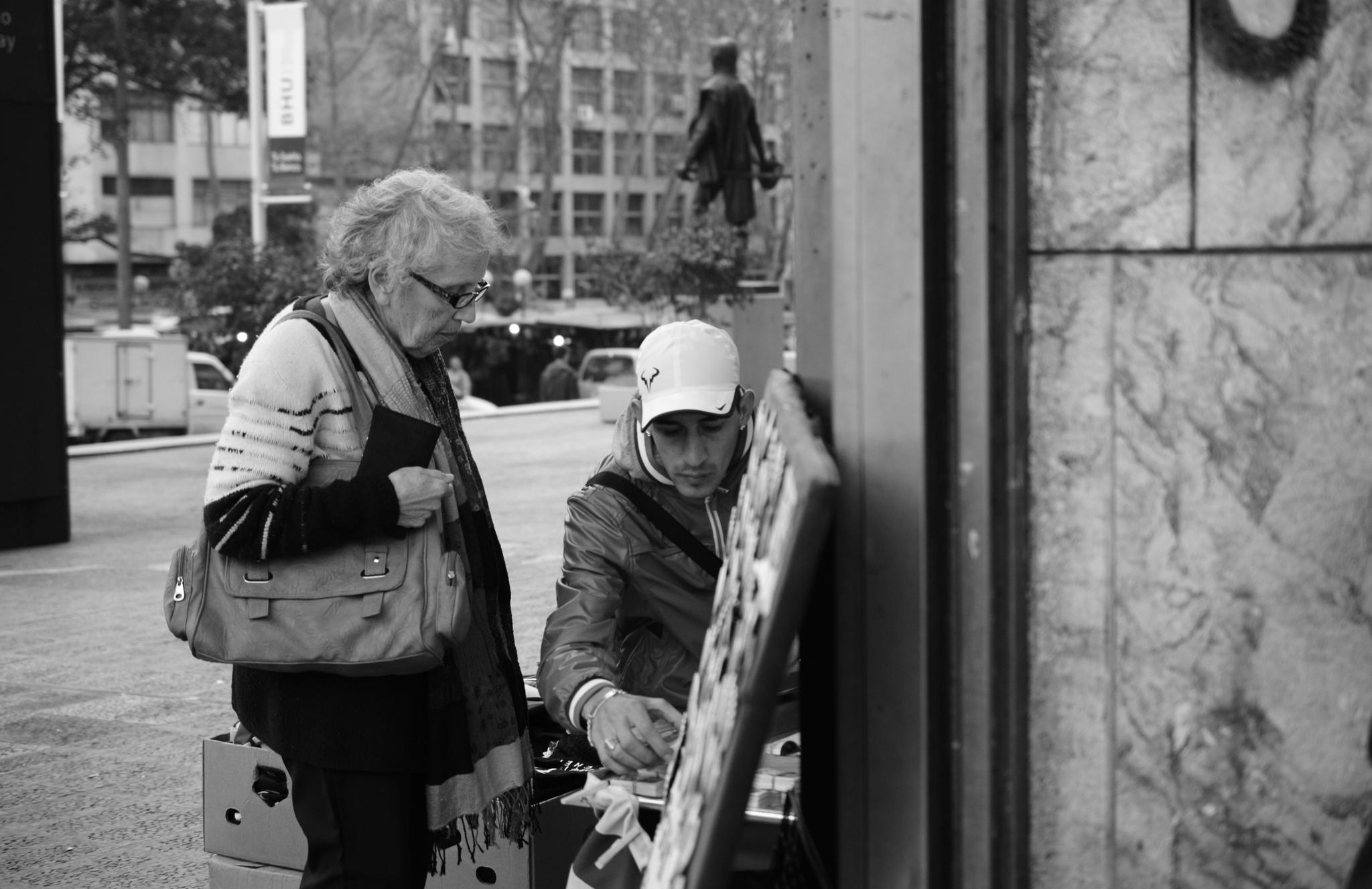 Jubilada en el barrio cordón by Daniel Guillermo