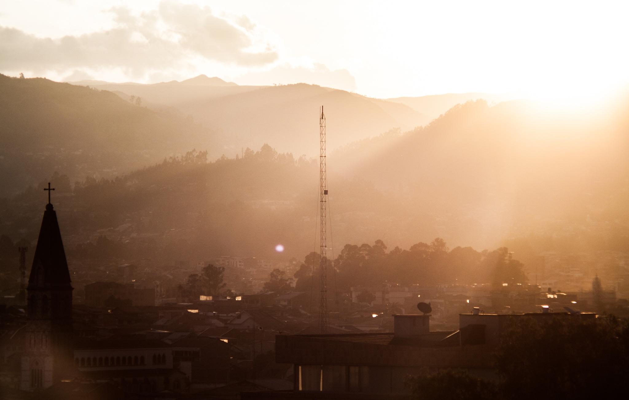 Atardecer en Cuenca - Ecuador by Roy Santiago Calle