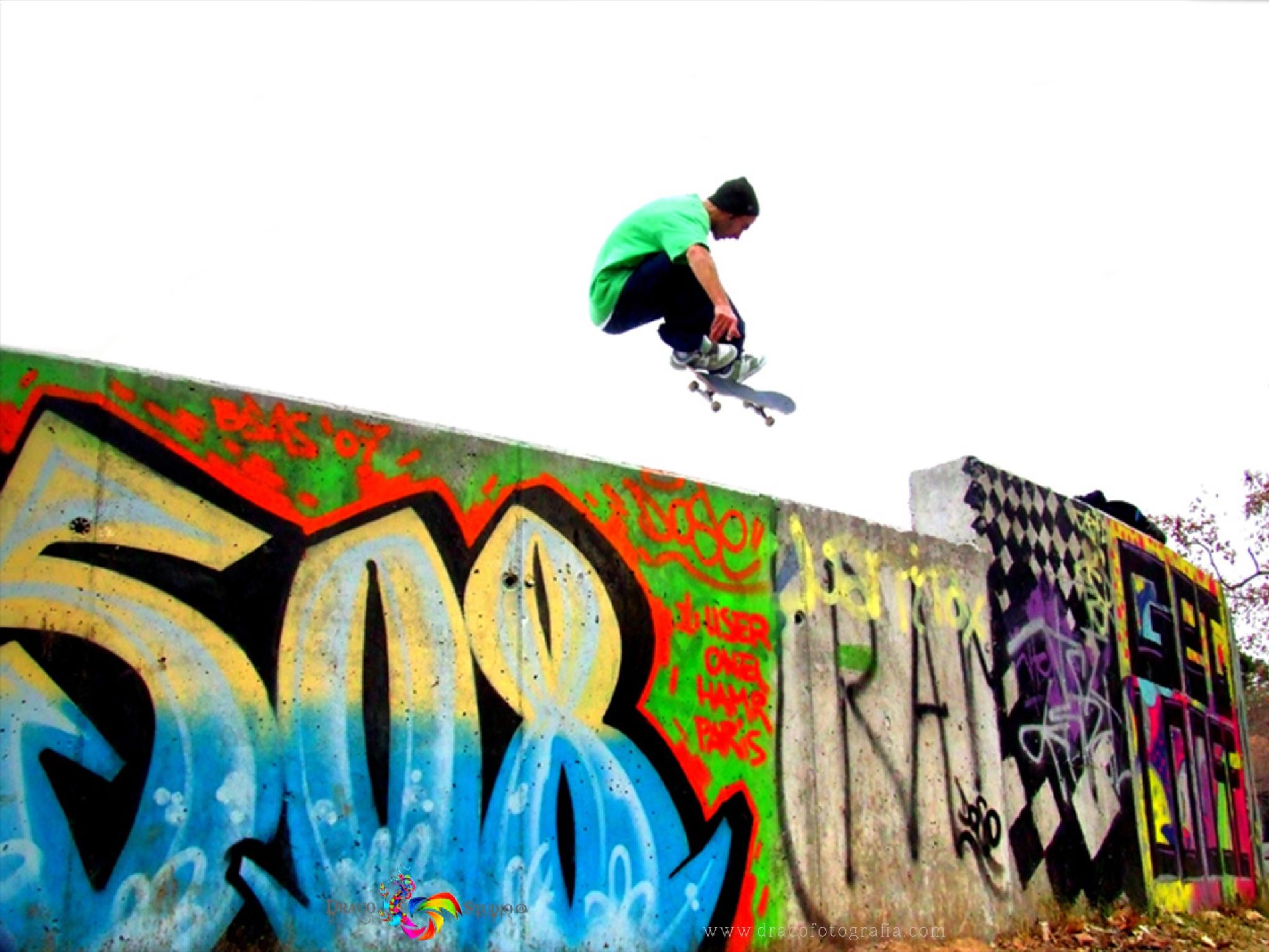 """Serie Fotográfica 'Skaters: La Cultura Del Color y el Vértigo""""  by Roy Santiago Calle"""