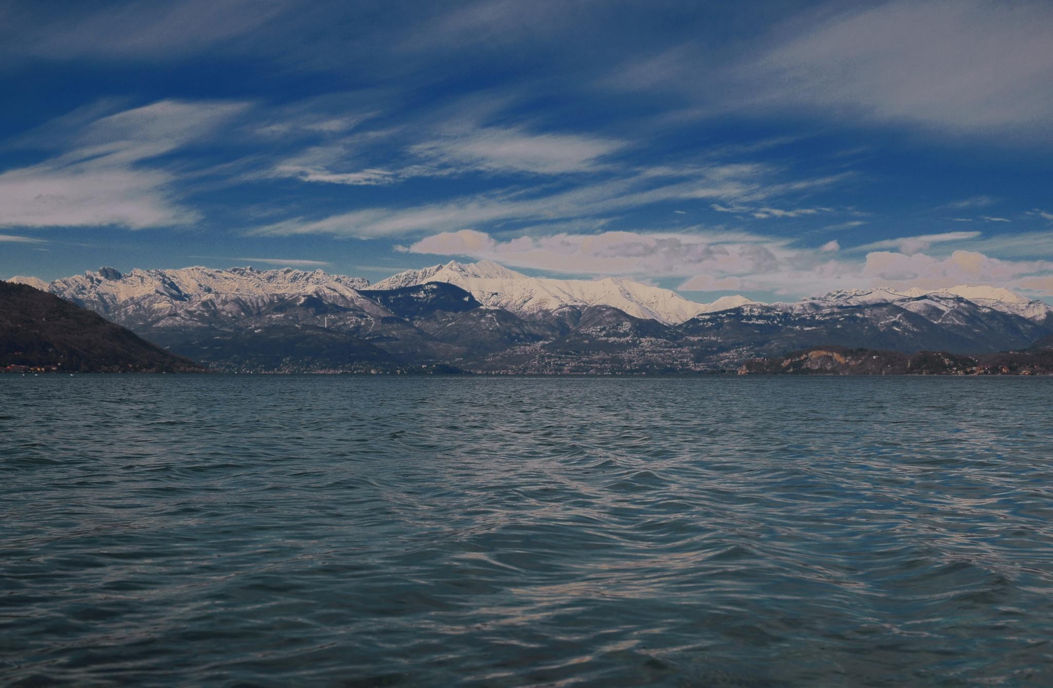 Il Lago Maggiore e le Alpi by v2franchi