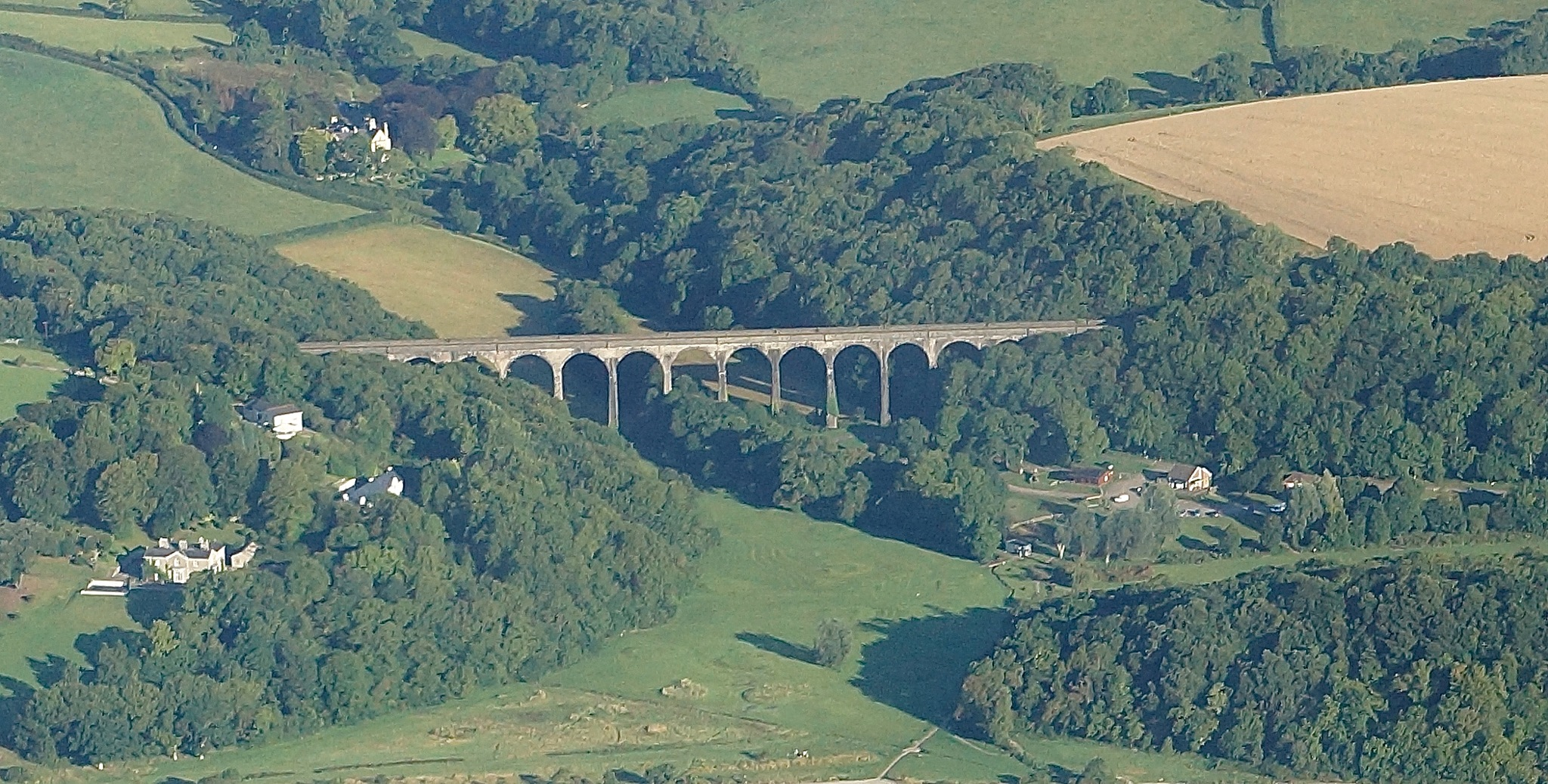 Porthkerry viaduct by JohnBulpin