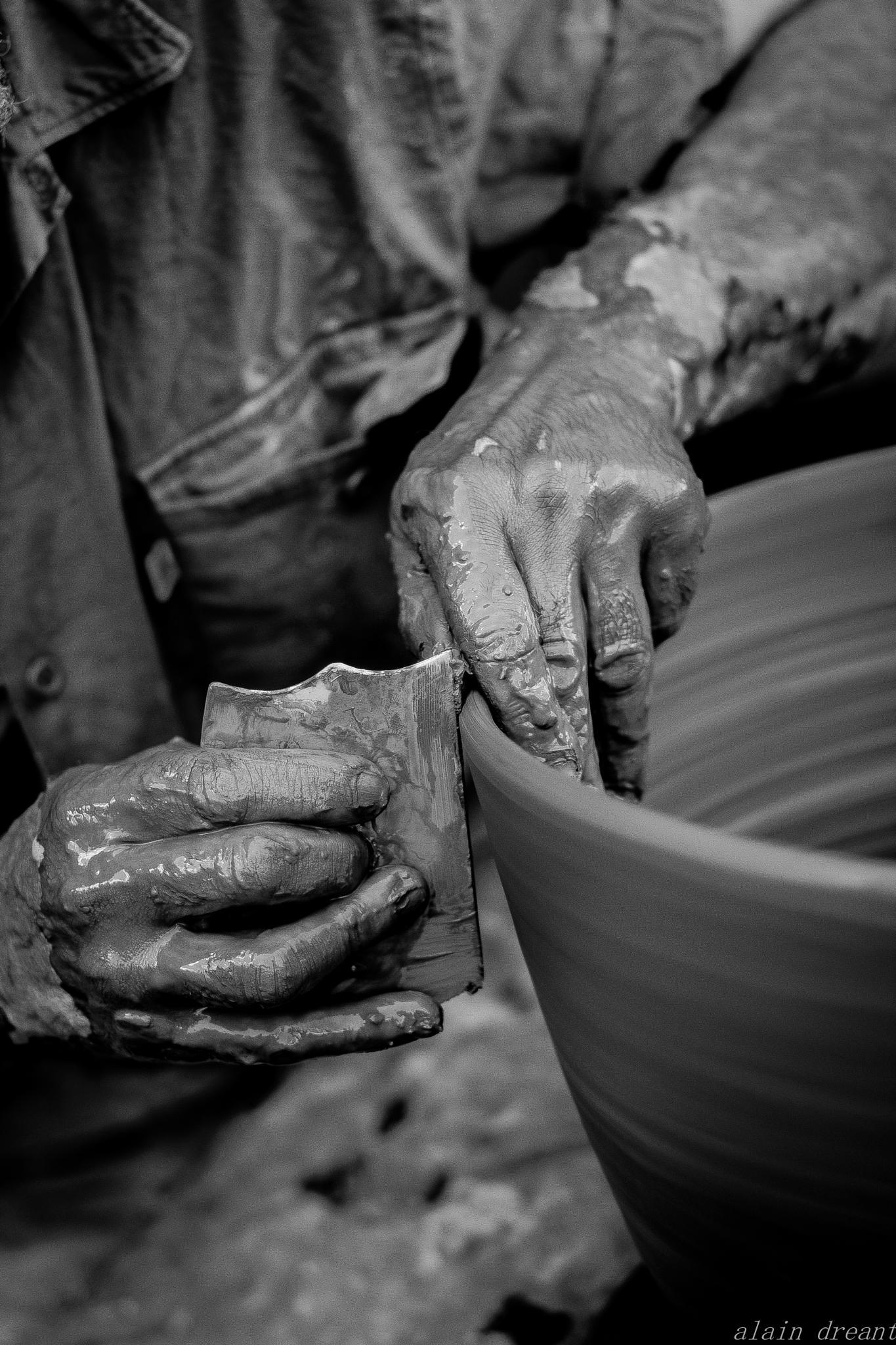 mains du potier  by alaindreant