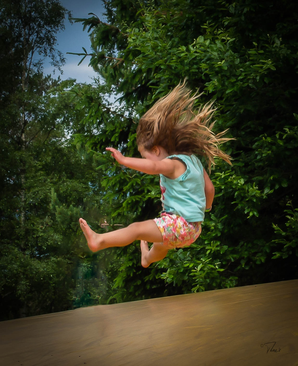 jumping by Thore's photo