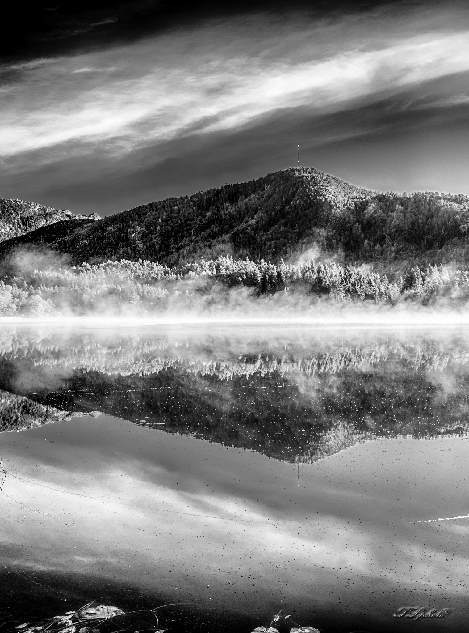 Morningreflection (bw) by Thore's photo