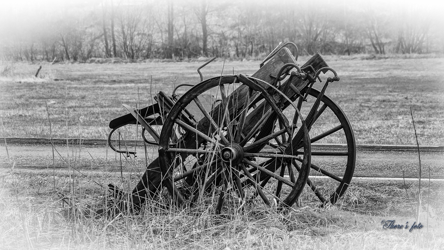 old worn out farmer carriole by Thore's photo