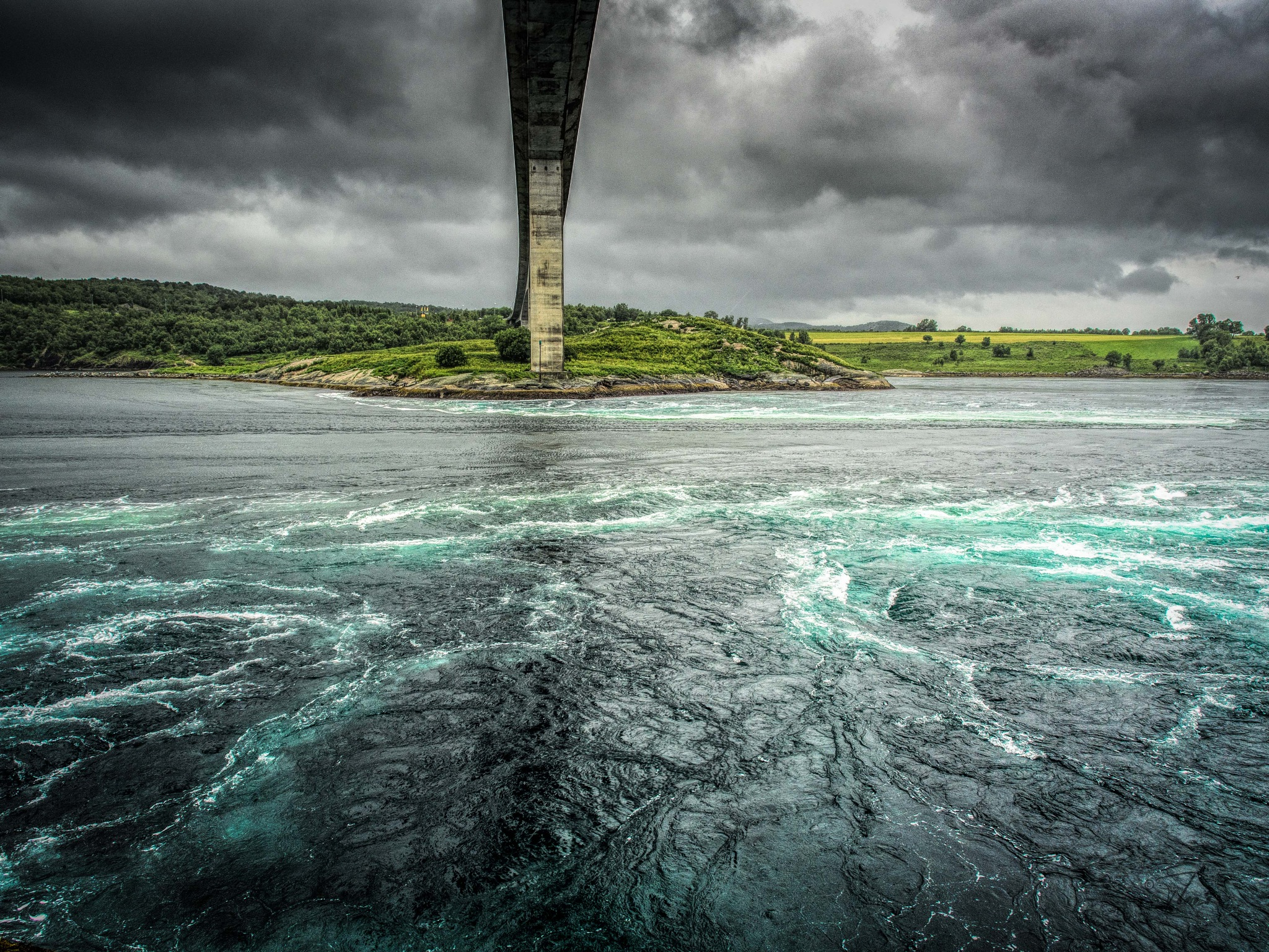 Under the bridge is a strong tidal by Thore's photo