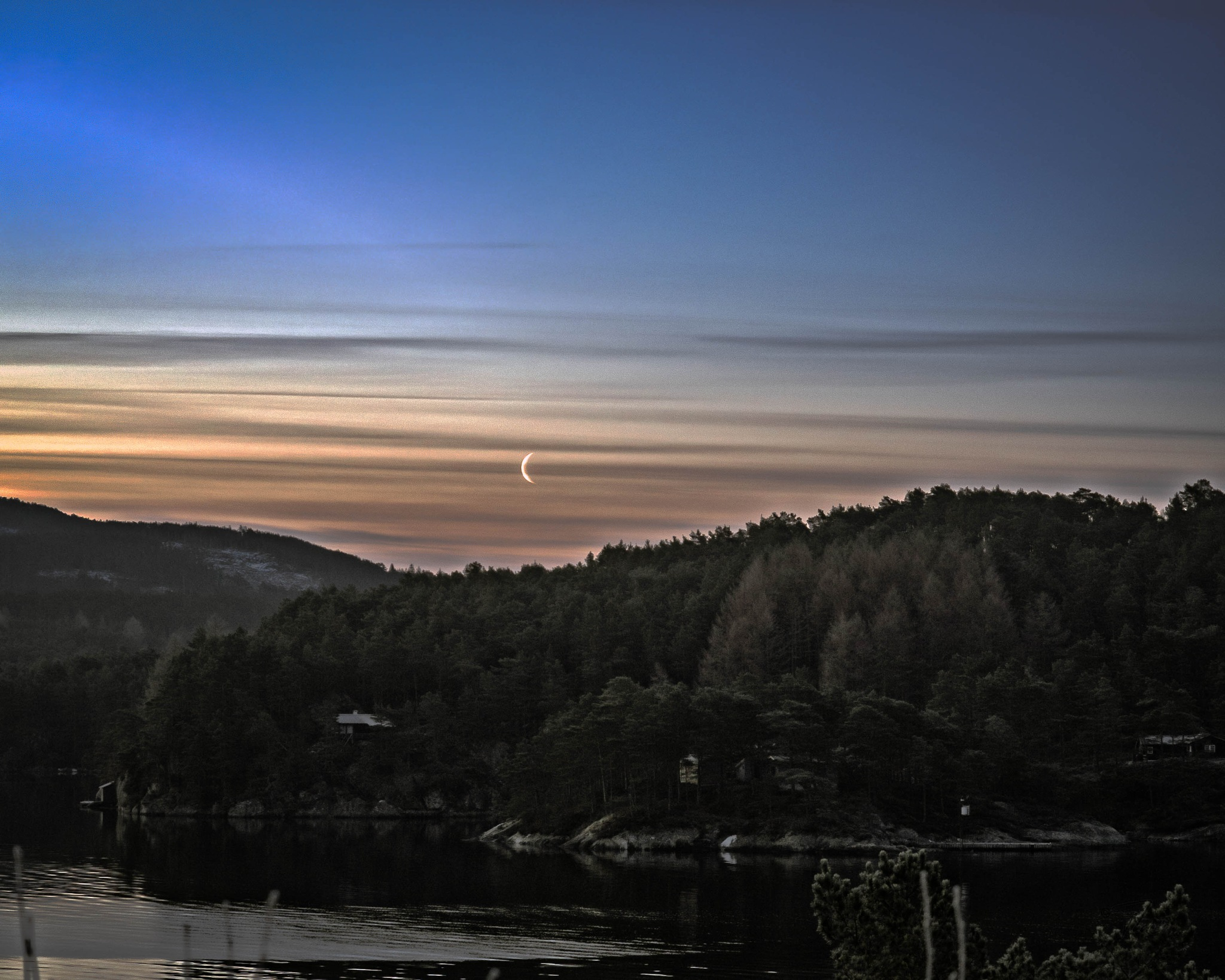 Morning moon by Thore's photo