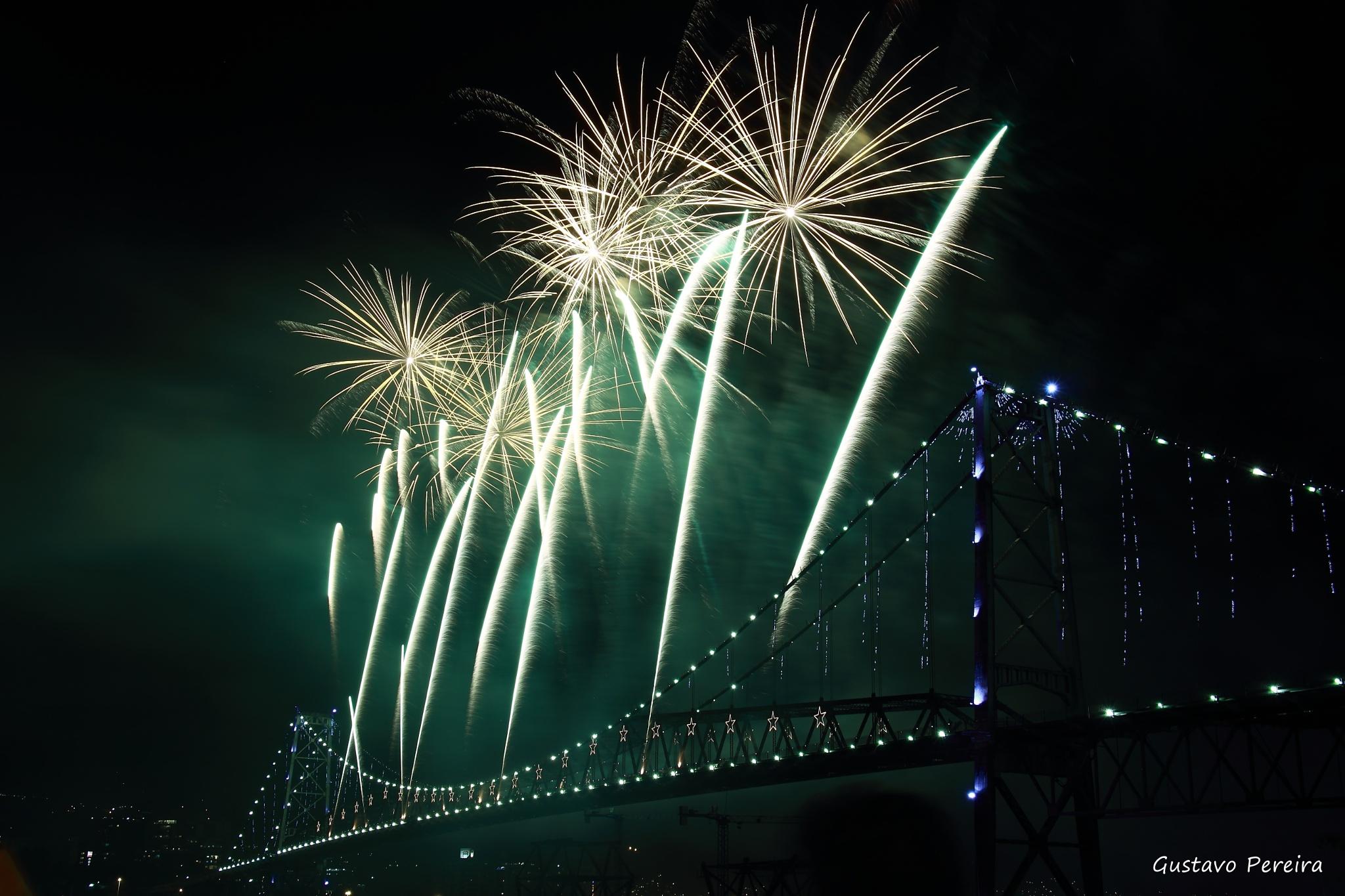 The celebrating bridge. by Gustavo Pereira