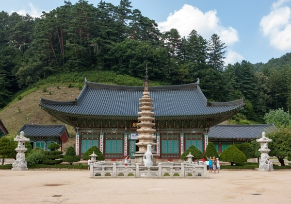 Buddhist Temple in Korea by Kim's Travel