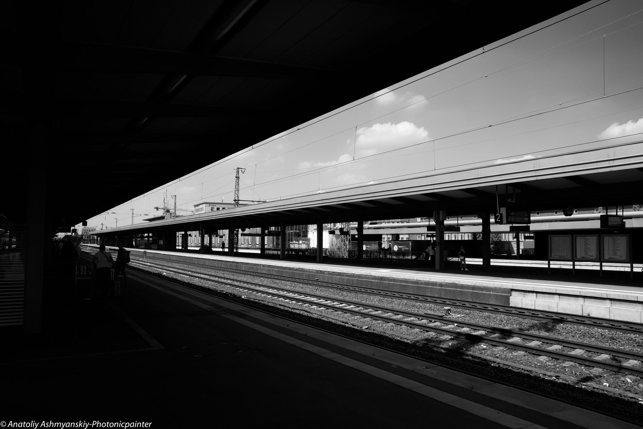 @Train station by Anatoliy Ashmyanskiy