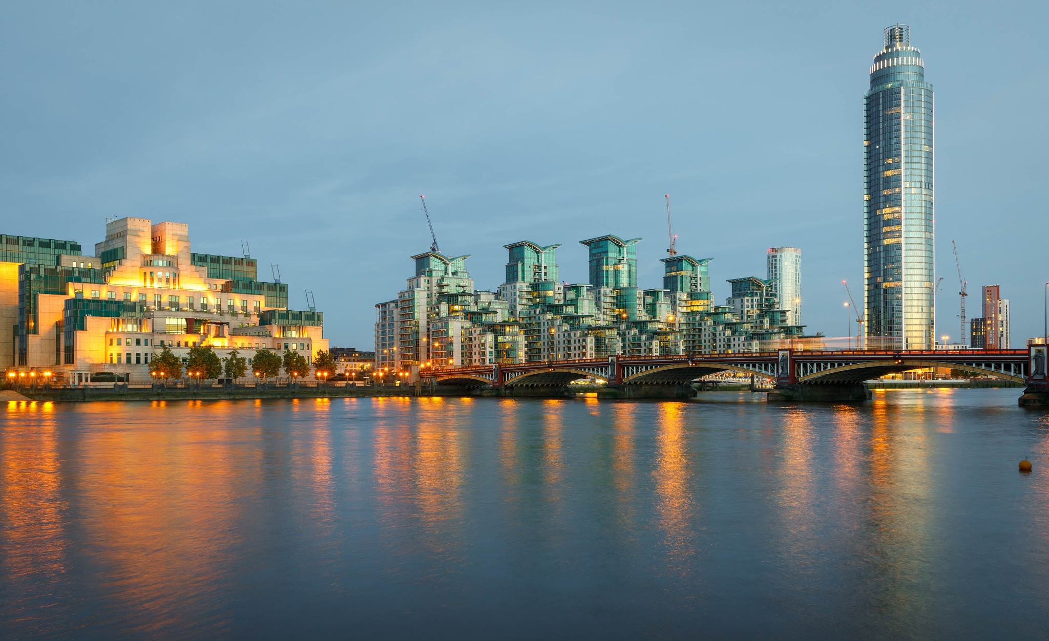 Reclectıons  on the Thames by cenk sarvan