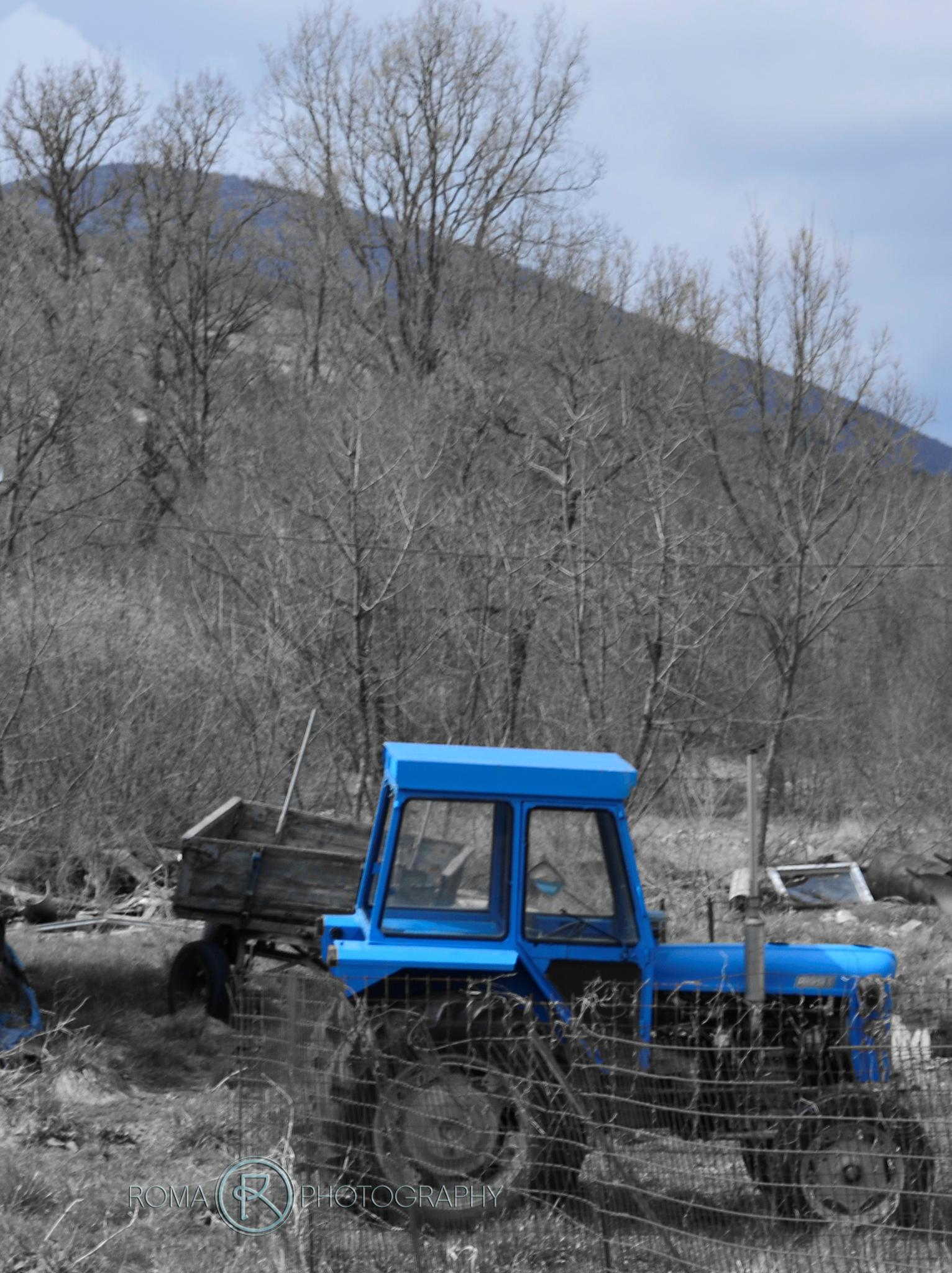 tractor by Roma Photography