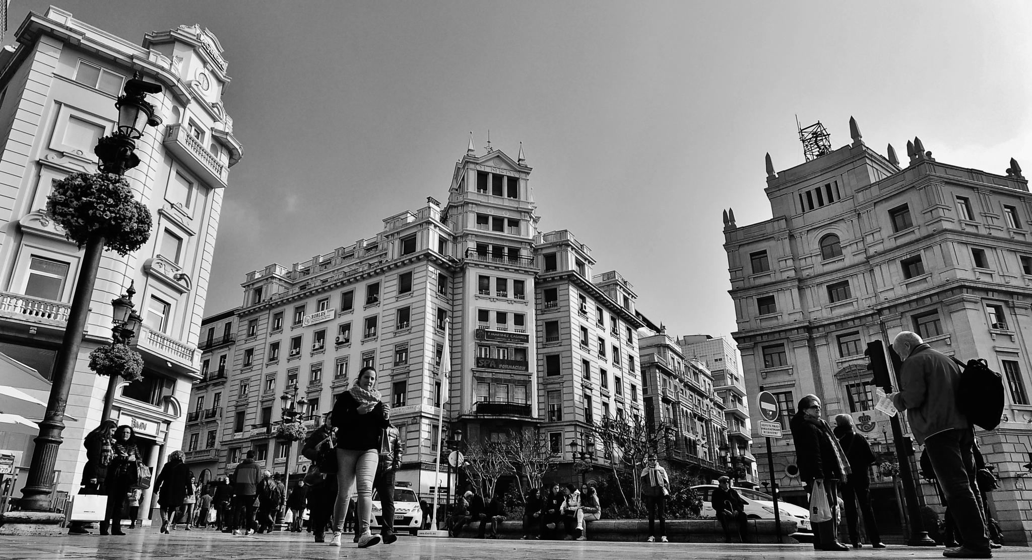 Viendo la vida pasar,Puerta Real,Granada by daniel.fonta