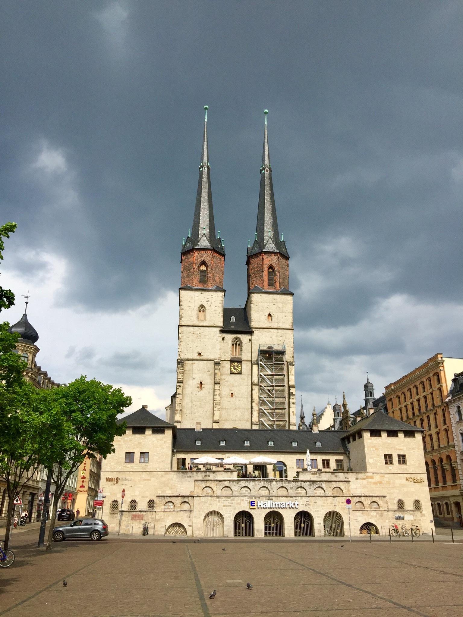 Hallmarkt - Halle. ... before the rain vegins to fall ... by AnneTema R.X.