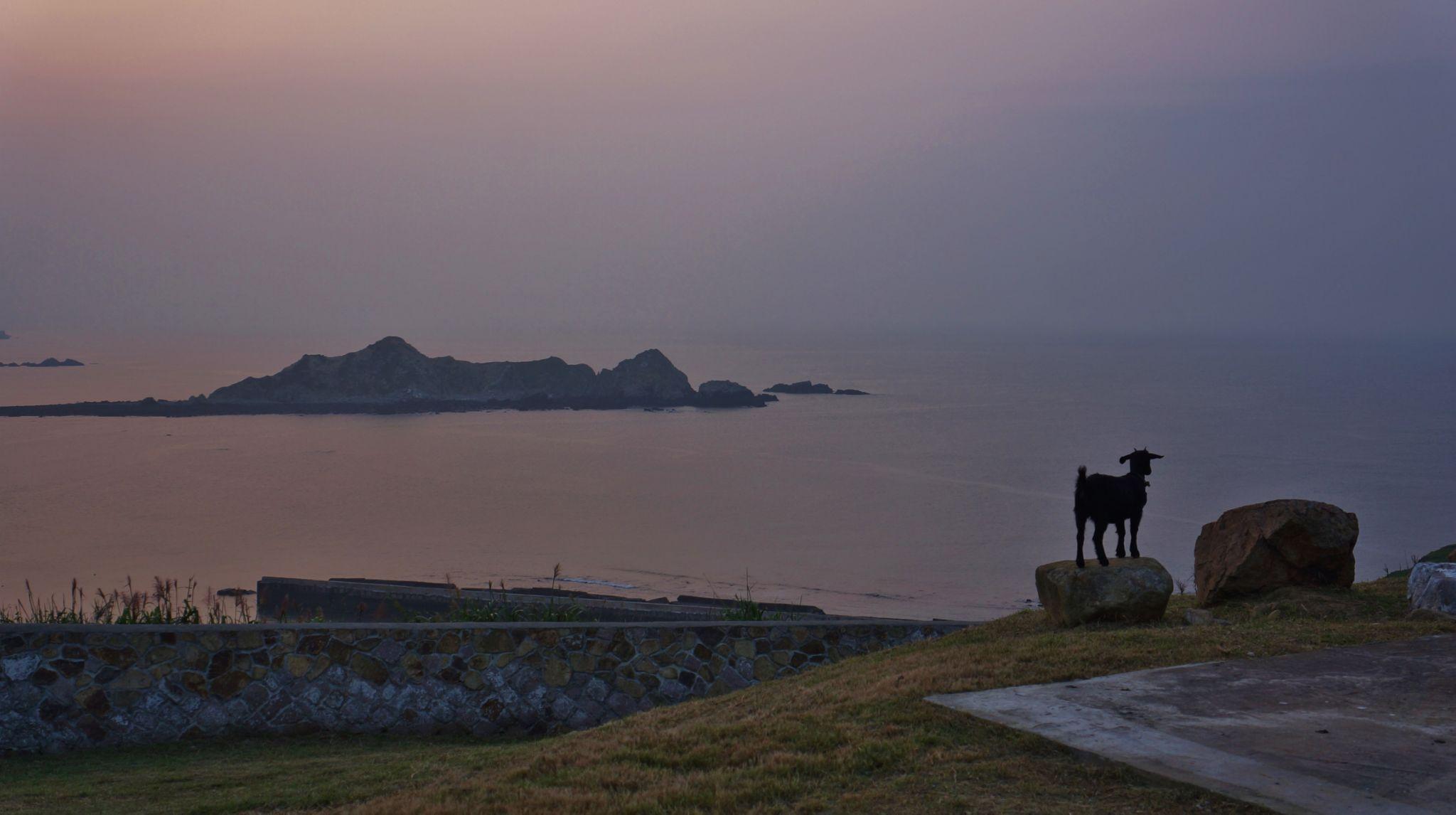 Enjoying Sunset on DongJu 東莒 Island, Taiwan by yunpunghsu