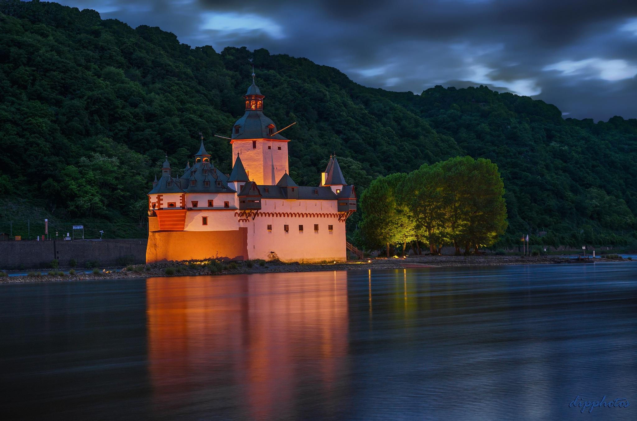 Castle Pfalzgrafenstein by dipphotos