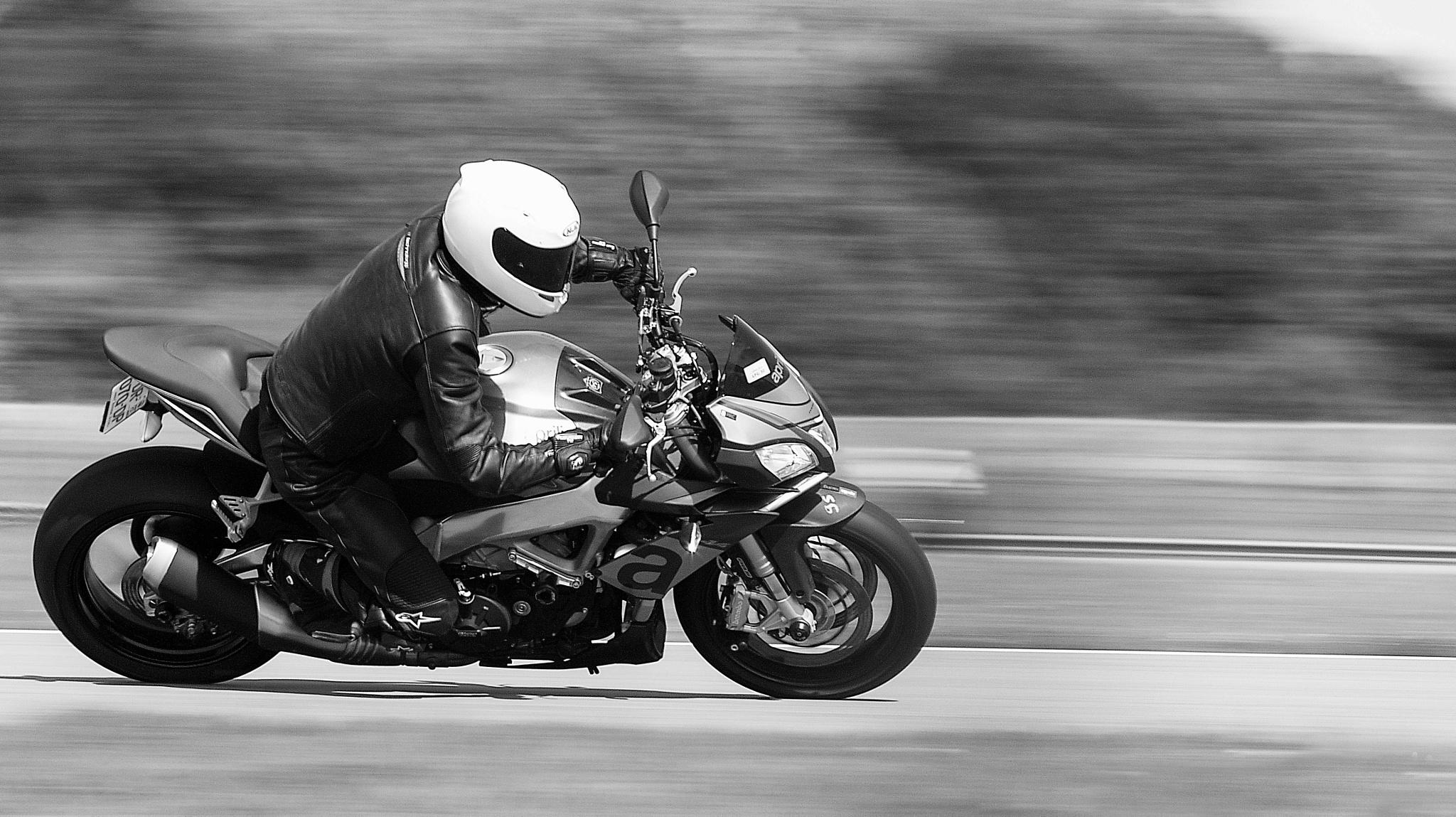 Moto Spun ( Panning ) by Noir Blanc gris