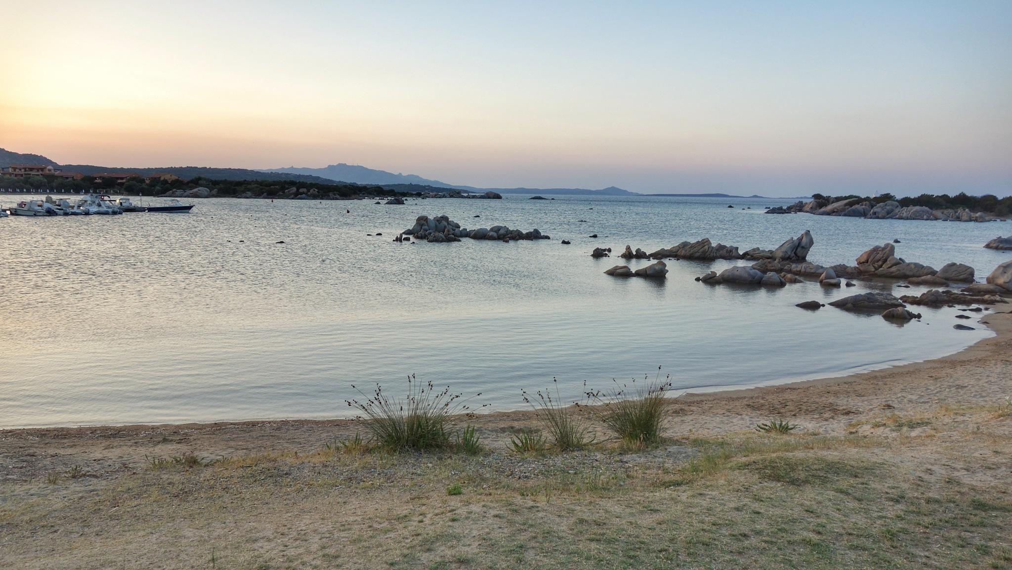 Lost Beach by sahbel