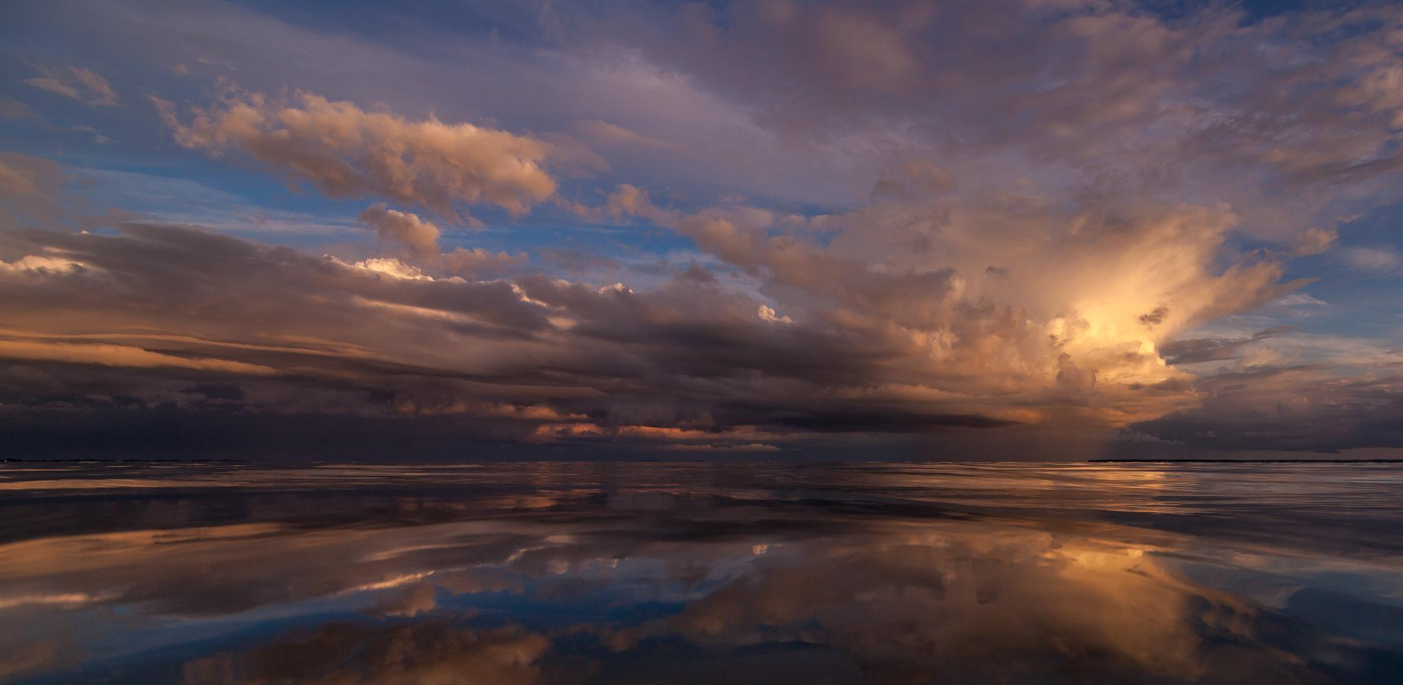 Cloud Reflection by wittrup91