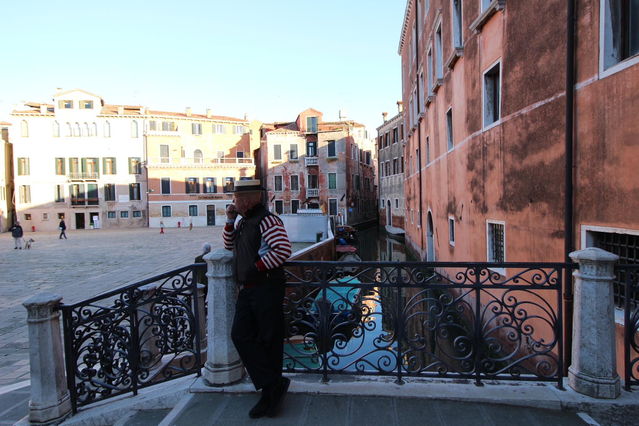 Gondoliere, Venice by mpincoli