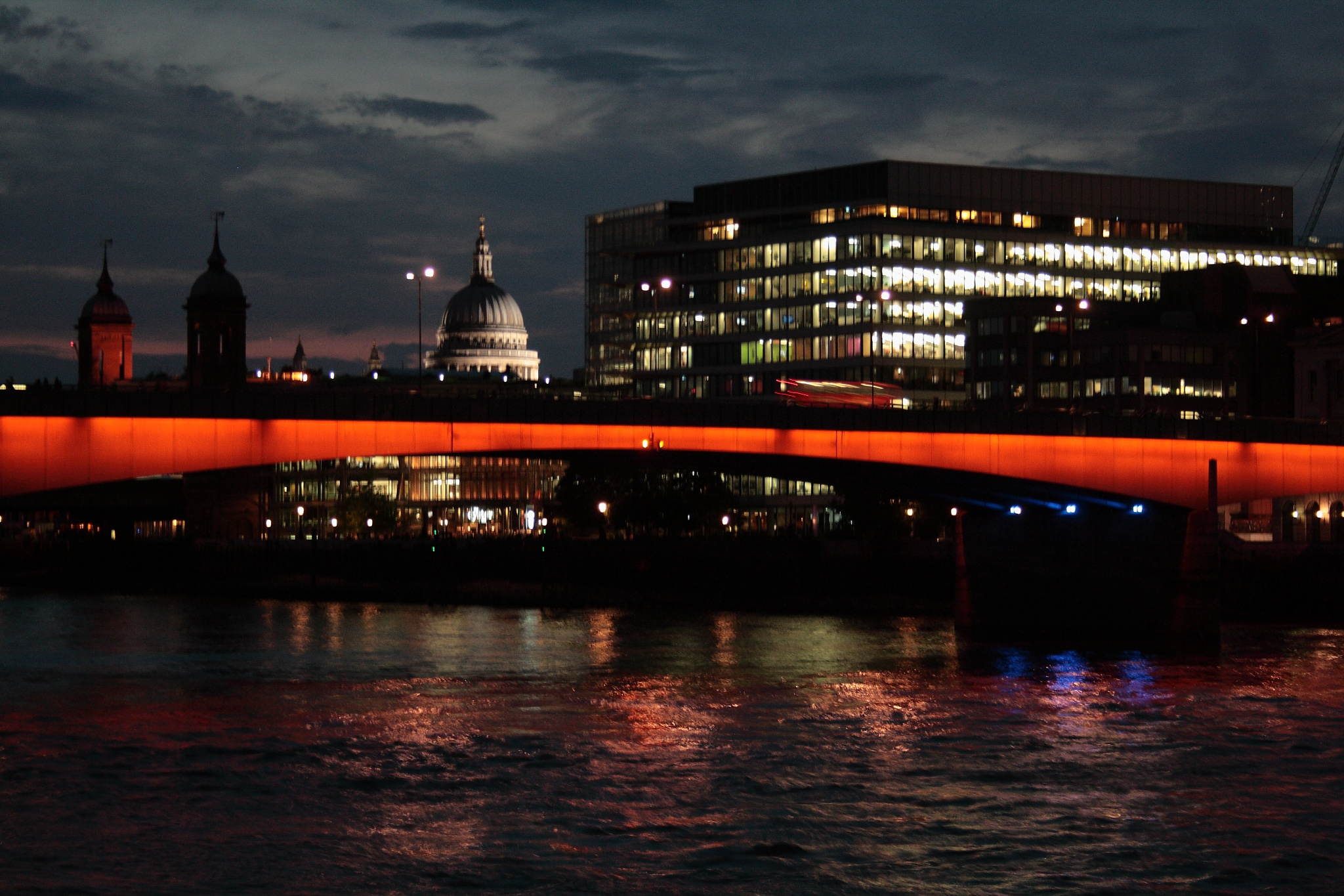 pretty night in London by Maalfredo