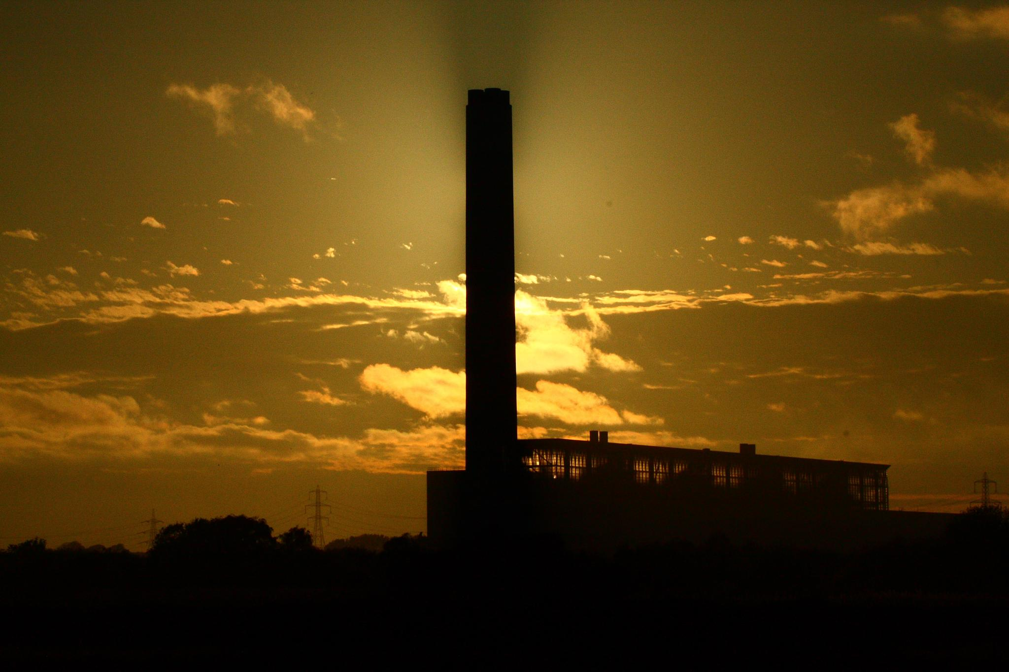 The ghost of Fawley power station by sumostimmo