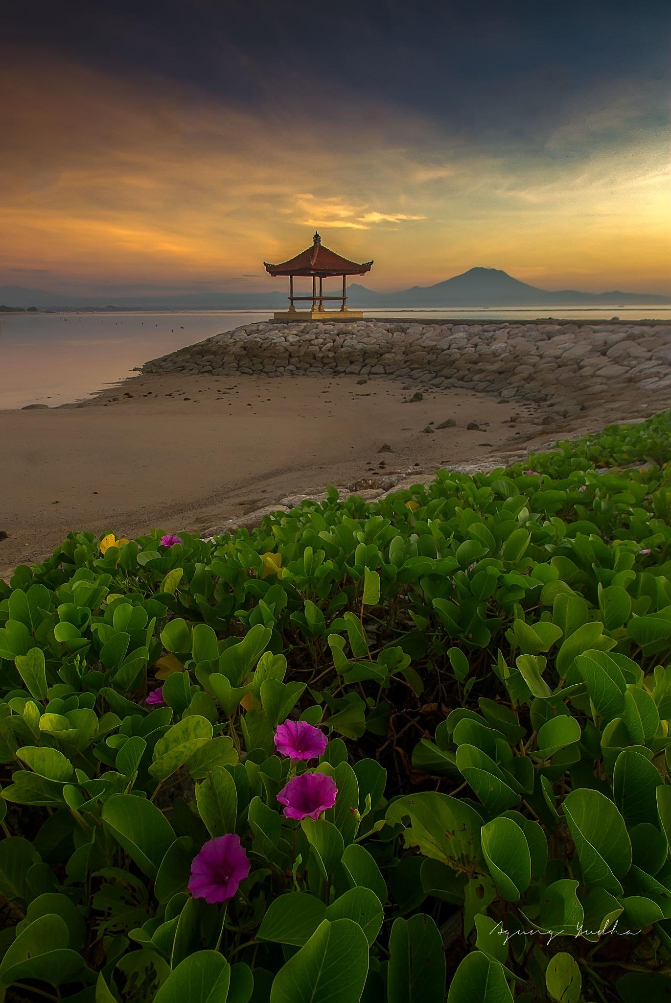 Karang Beach by Agung Yudha
