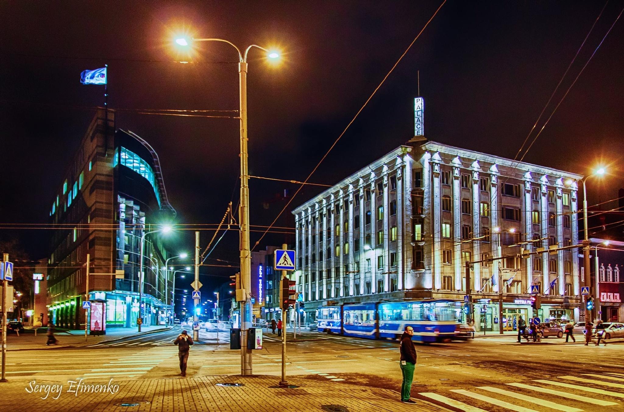 Tallinn at night by Sergey Efimenko