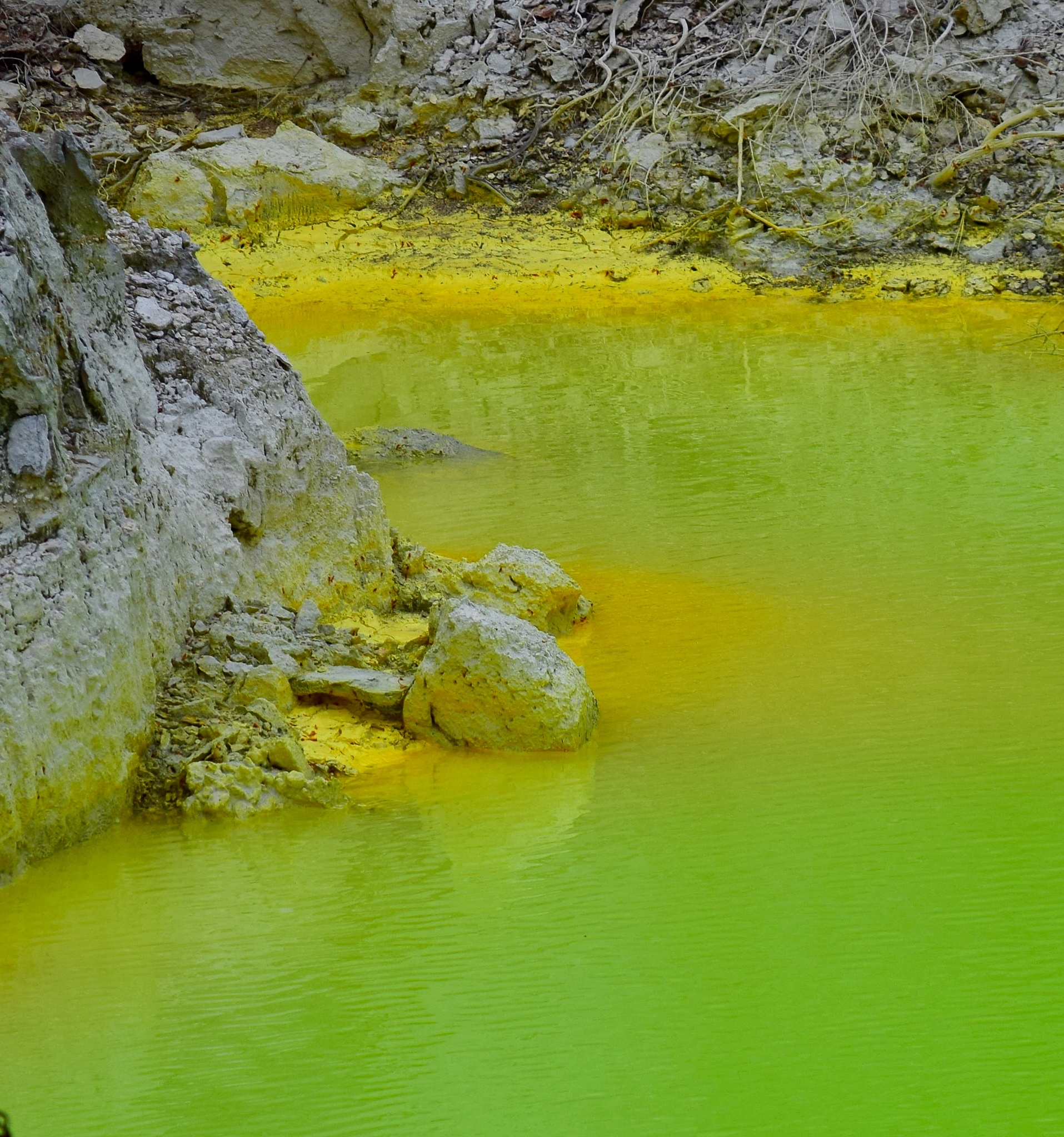 Geothermal mineral pool by johndflatt