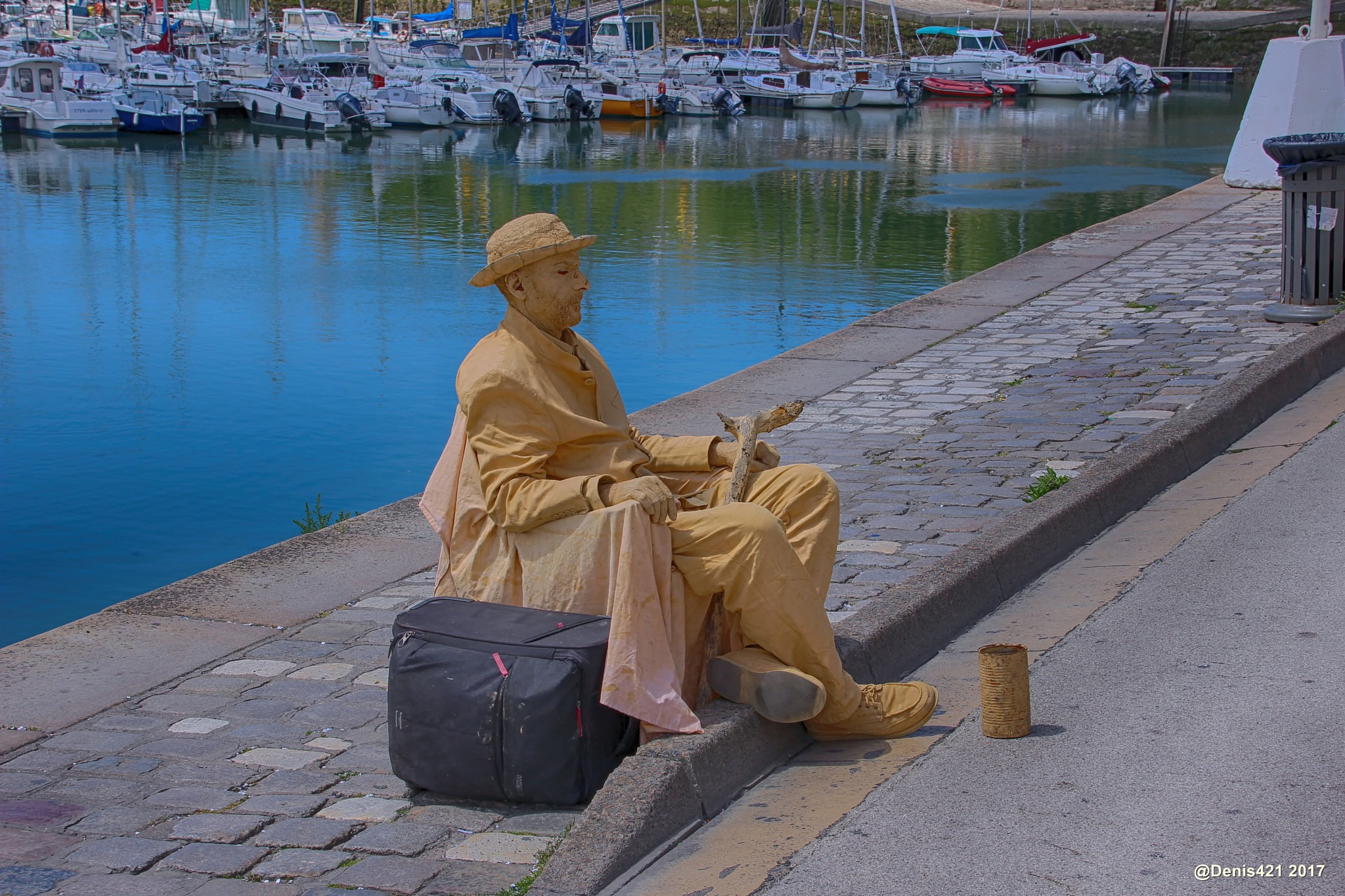 Living statue by Denis Payet