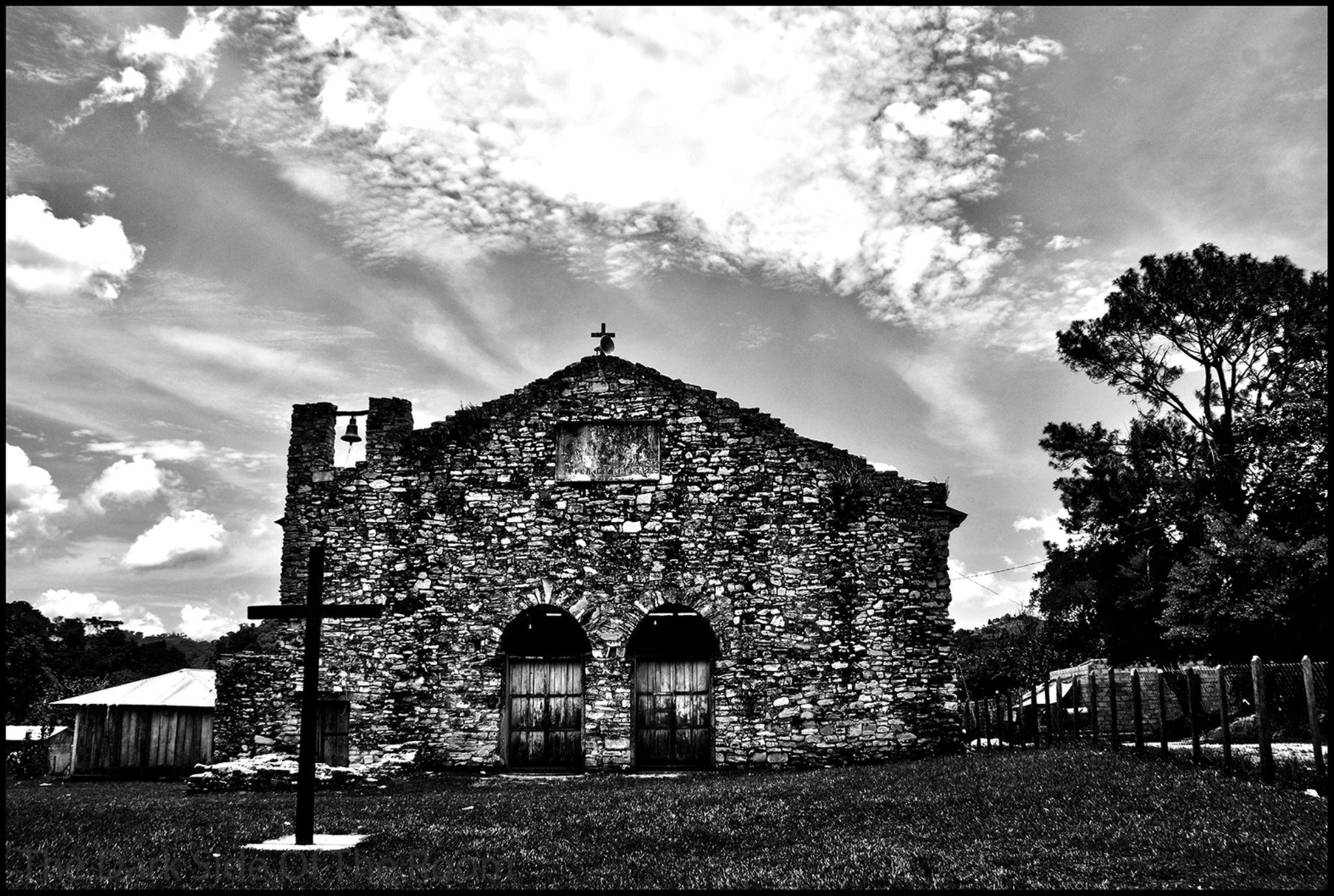 old church by baptisteriethmann
