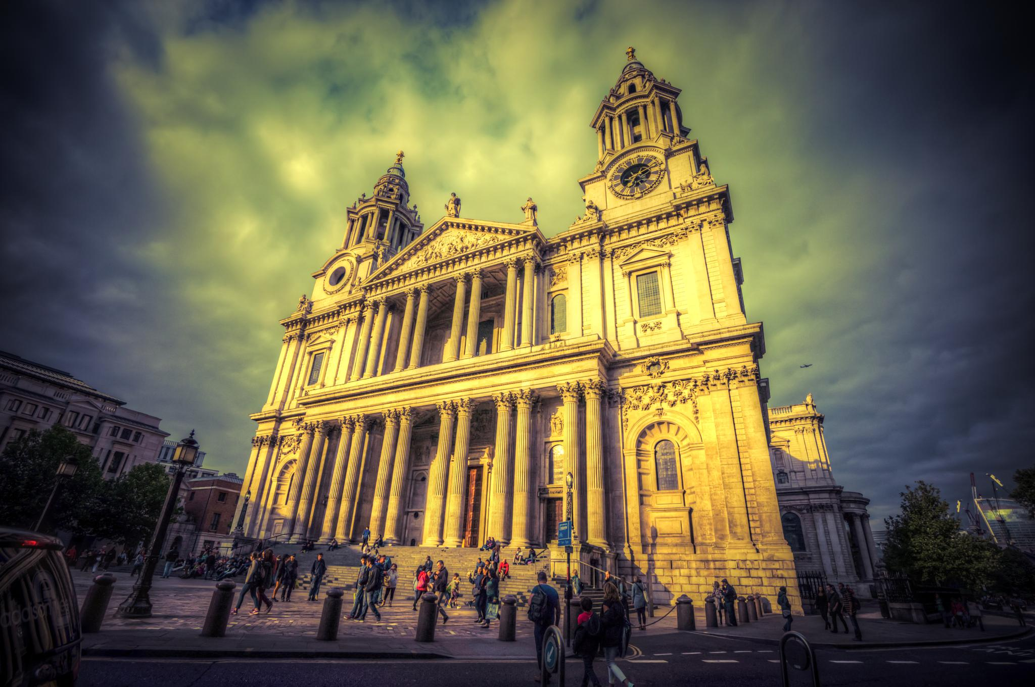 Sun setting on St Pauls by rickyban_Photography