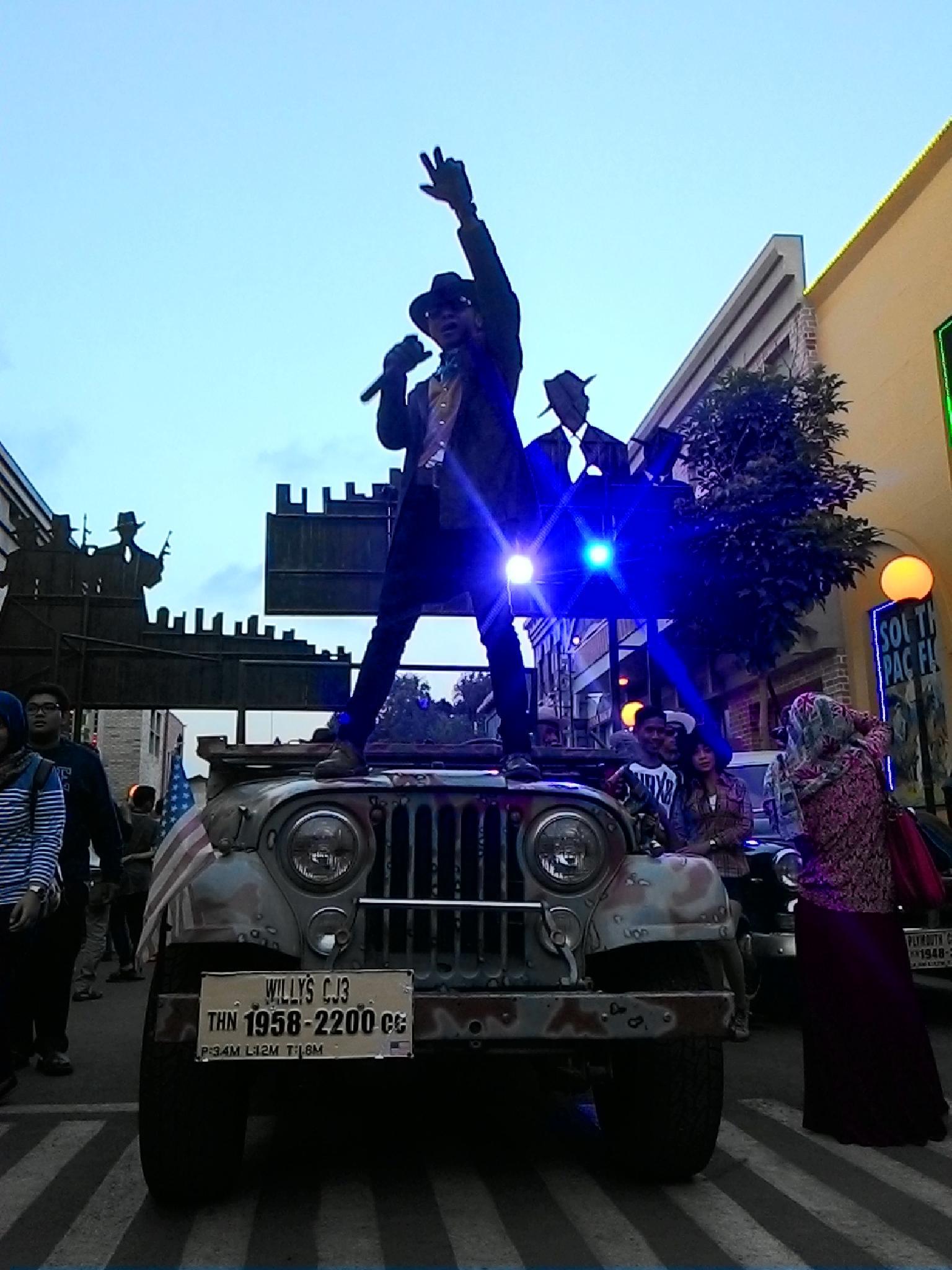 Parade by Vindy Ariswiendar Rasmaka