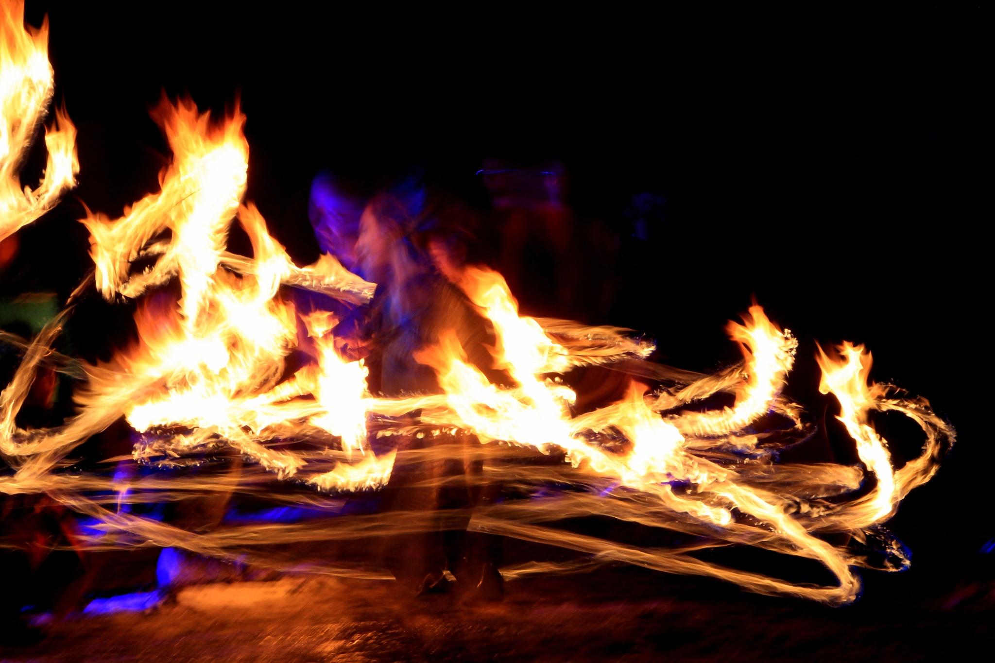 Fire Spinning  by jodelabruere