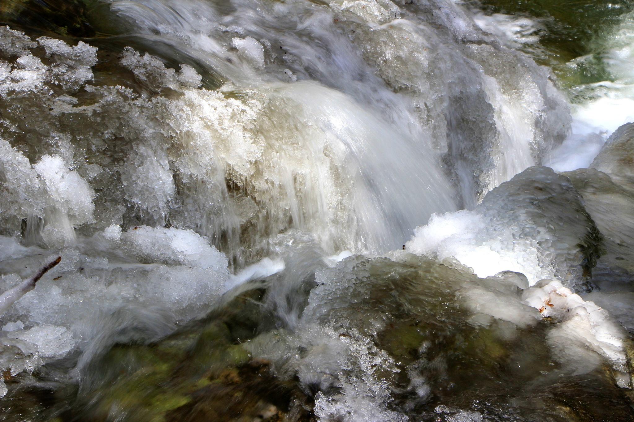 Winter River Melting  by jodelabruere