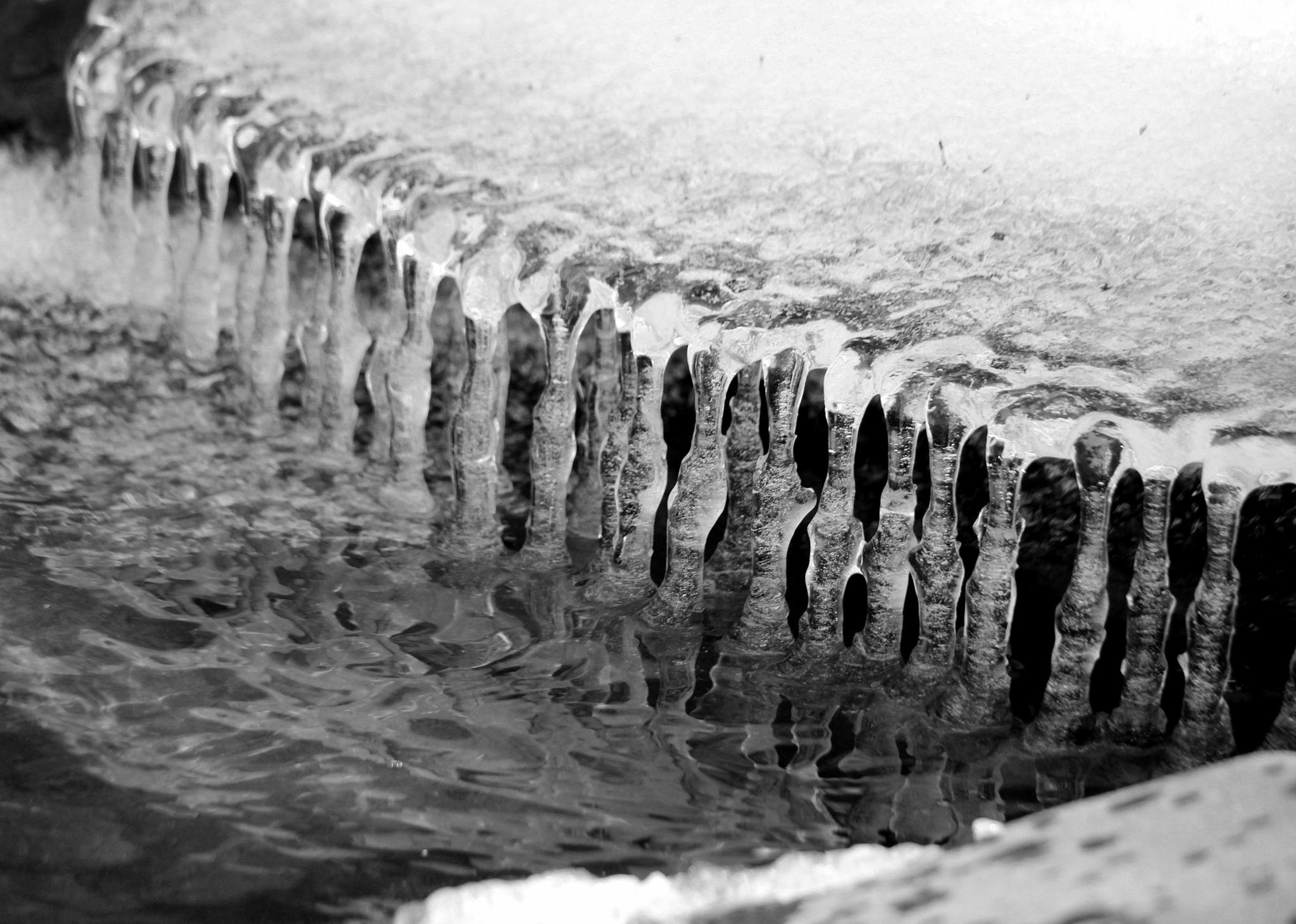 Winter River Melt  by jodelabruere
