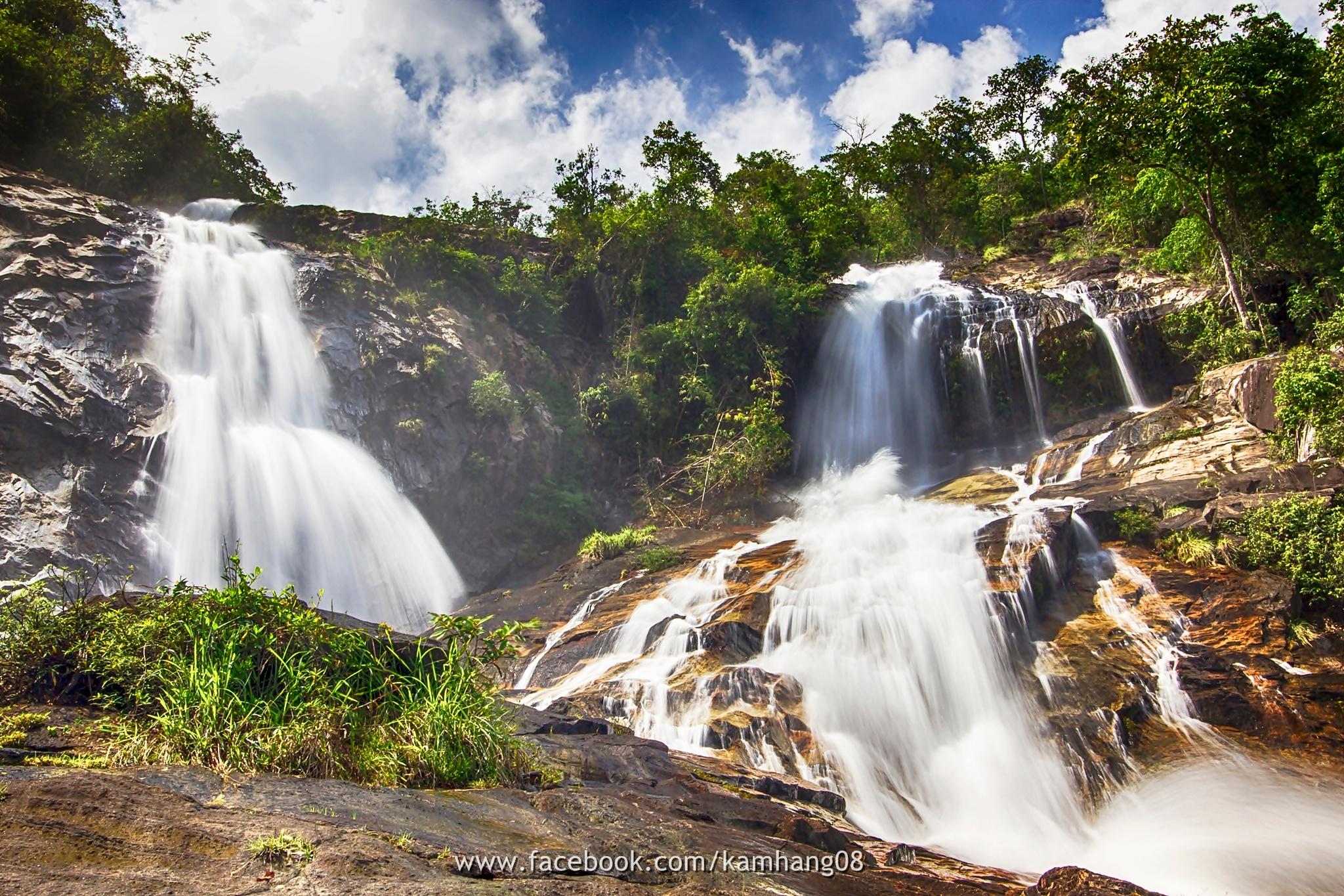 Ton Nga Chang waterfall, Songkhla south of Thailand. by kamhang kungquang