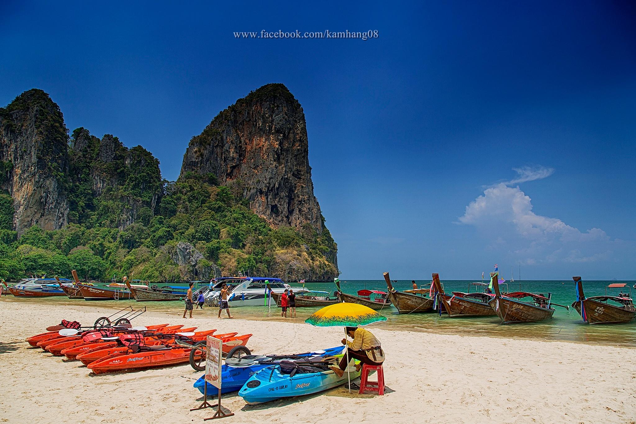 Wonderful Beach, Railay, Krabi, Thailand. by kamhang kungquang