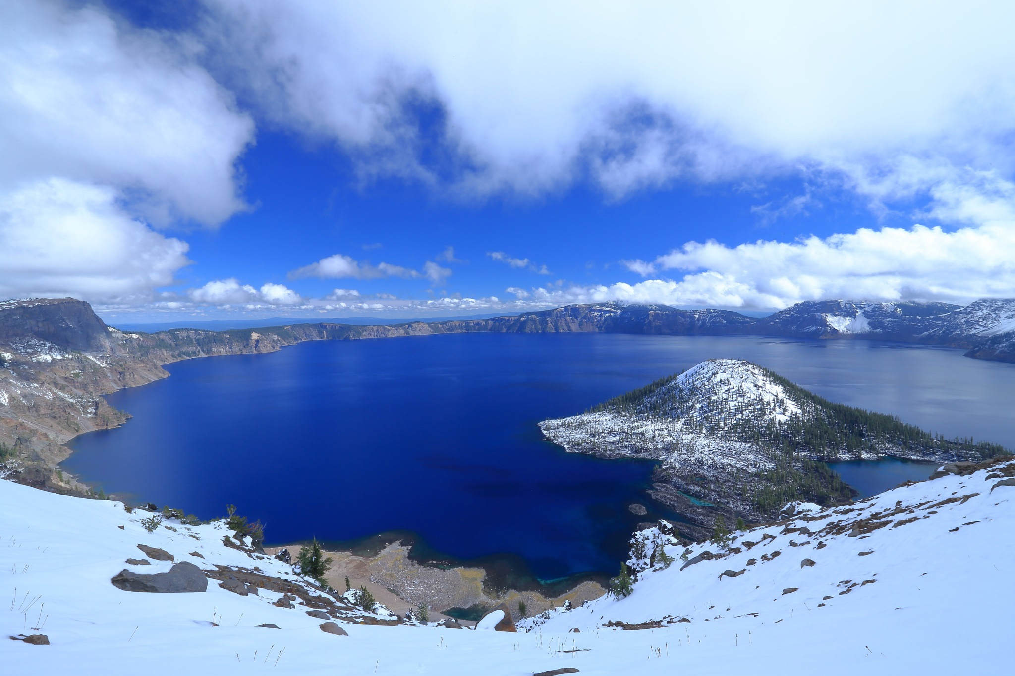 Crater Lake is famous for its deep blue color  by leecj0129