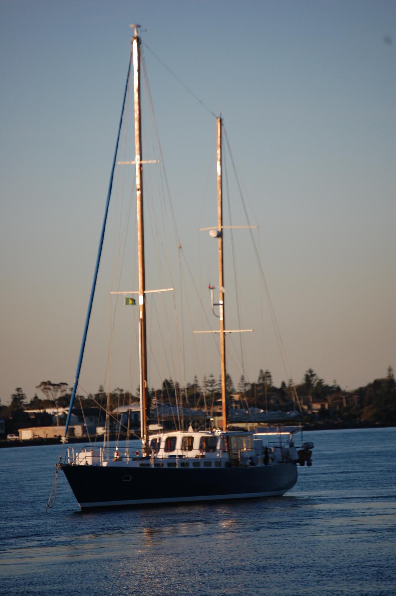 Hewllo Sail-less by John Titmus