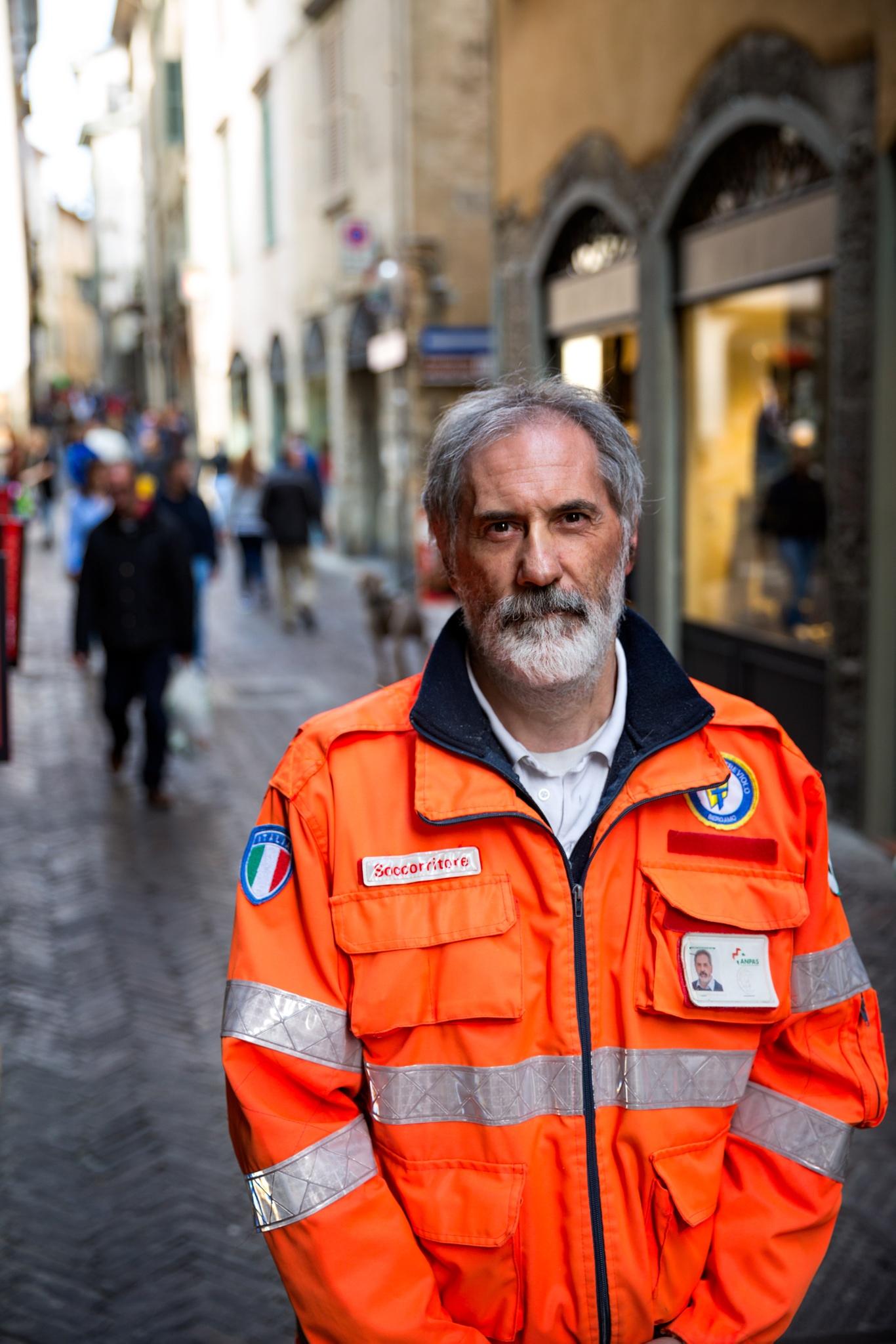 The rescue man by Francesco Cinque