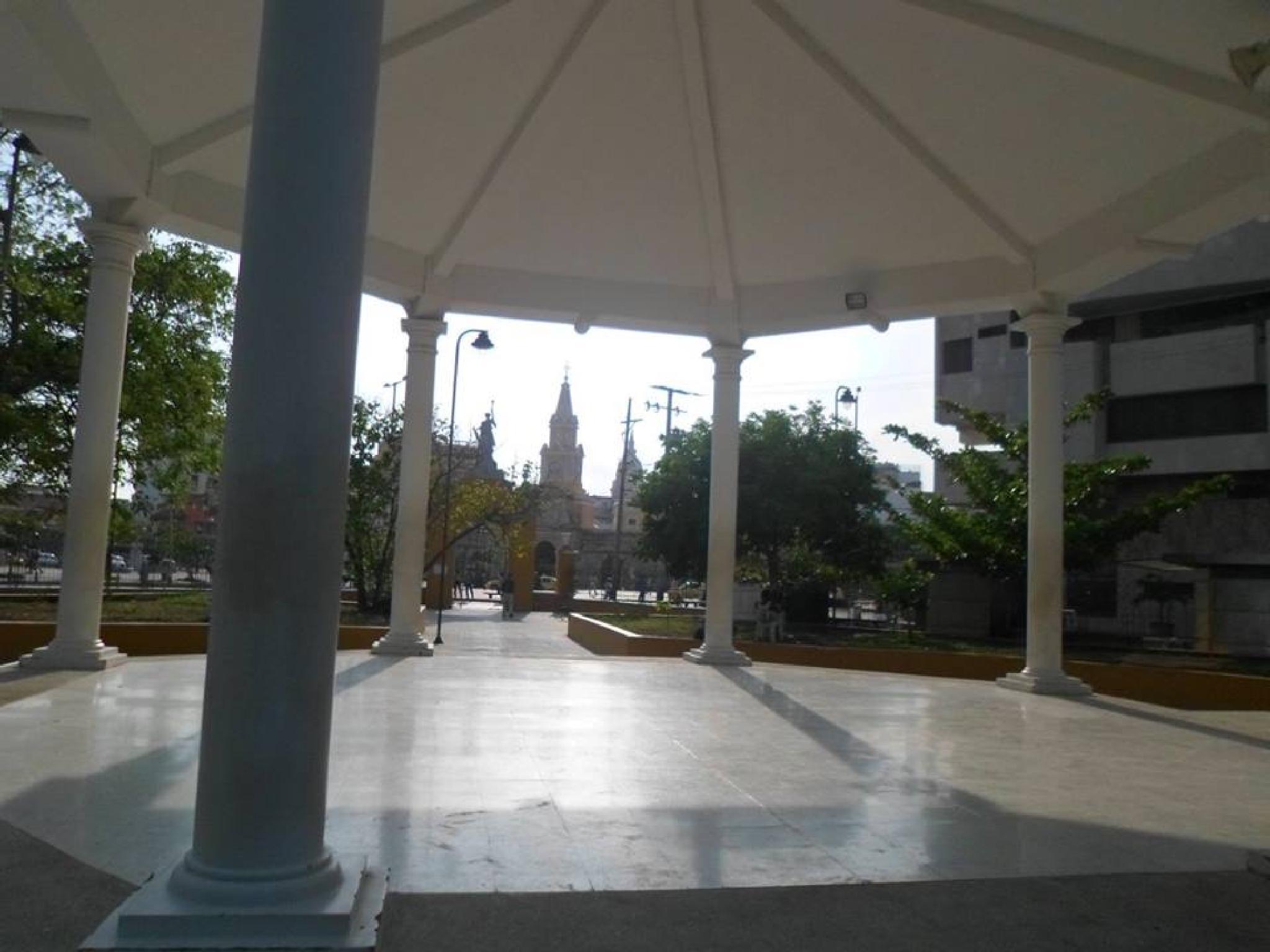 Parque del Centenario con torre del reloj al fondo by castariza