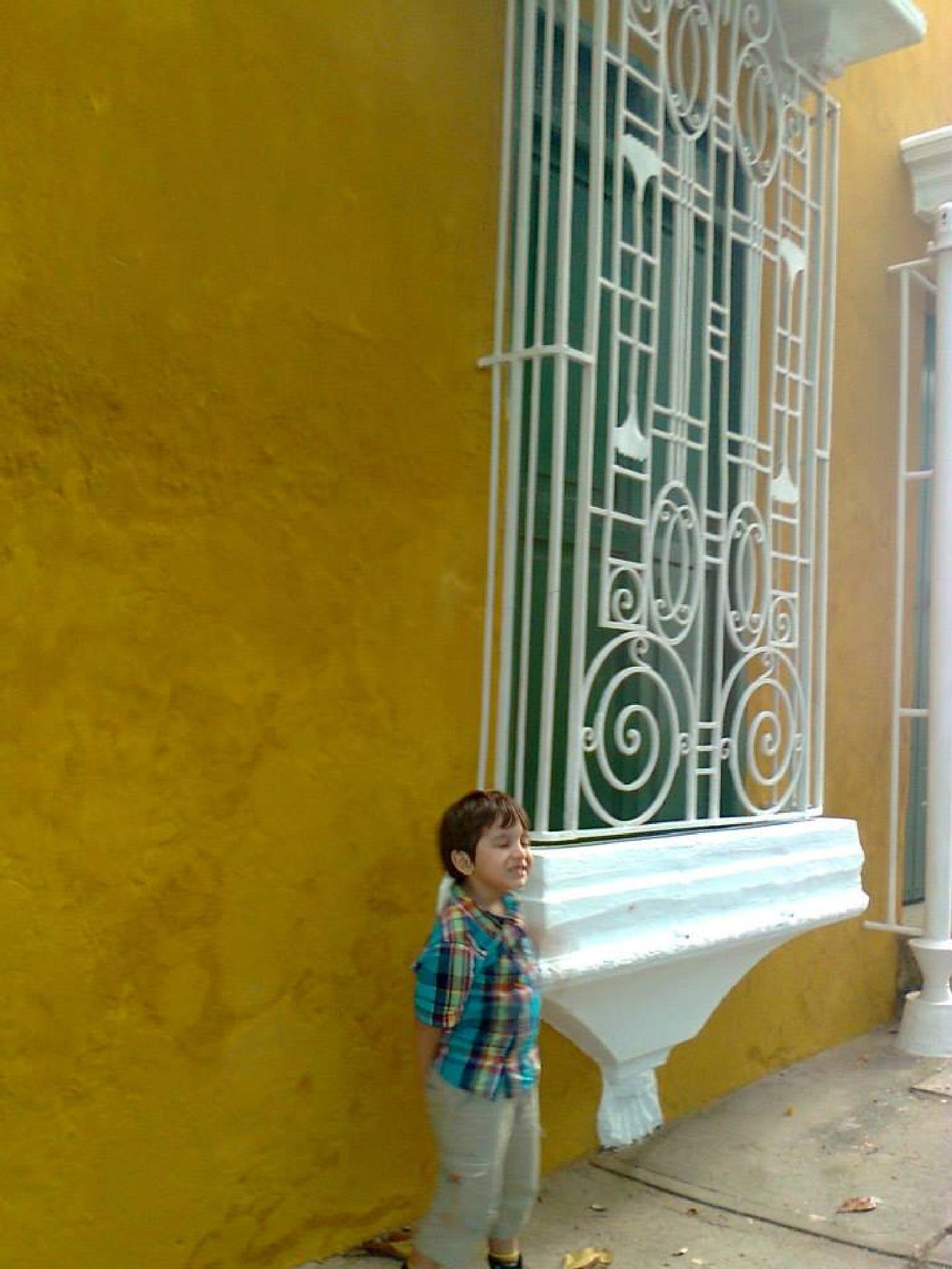 the boy and the window in Cartagena by castariza