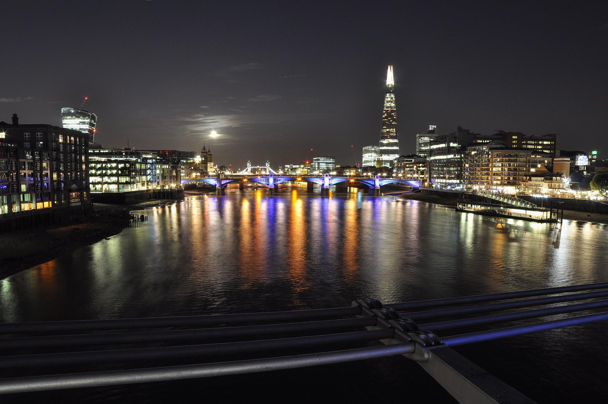 Londra by Enrico Pugliese