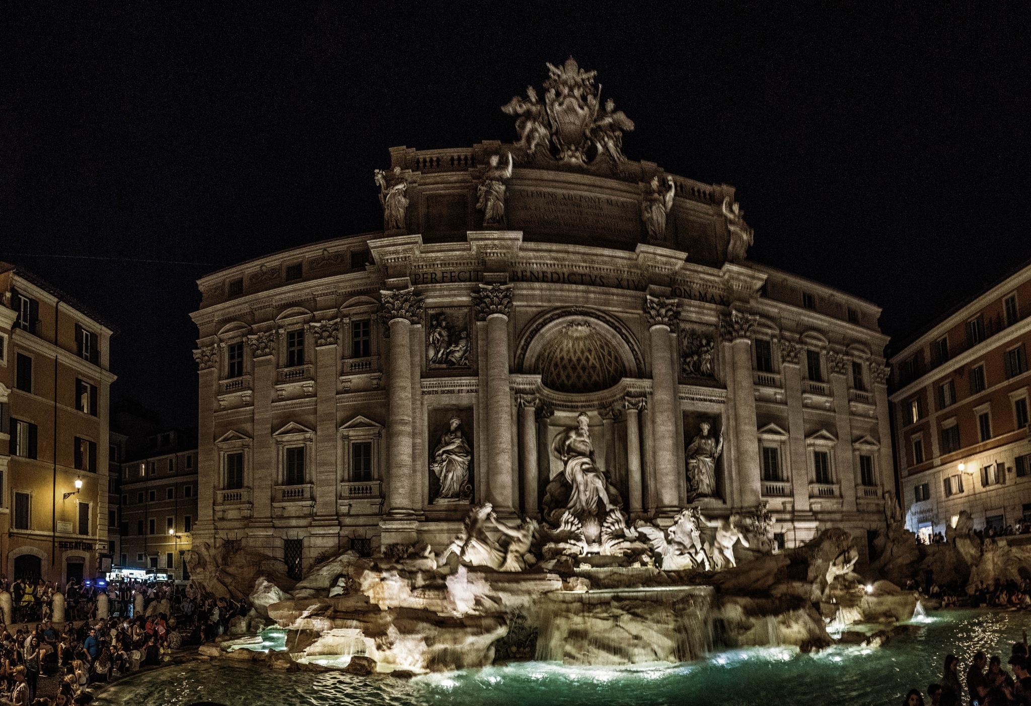 Trevi Brunnen Rom by Hansjuerg Buehler