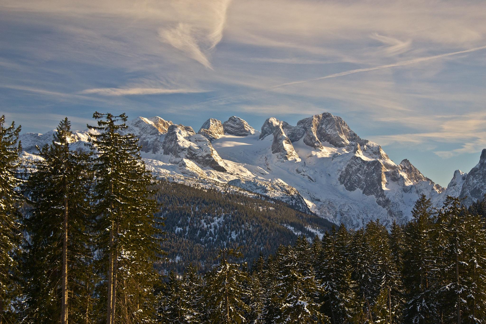 The Dachstein mountain range by echumachenco