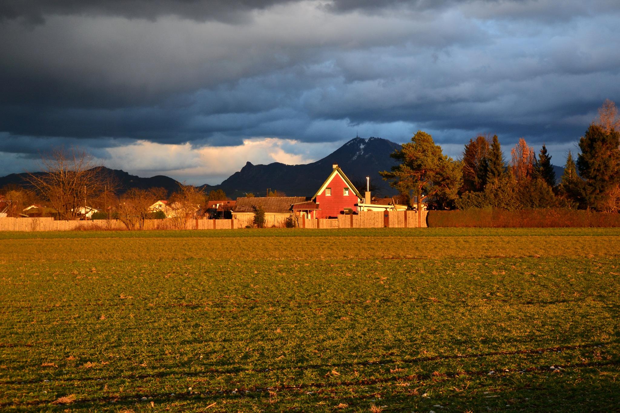 Evening sunlight and dark clouds by echumachenco