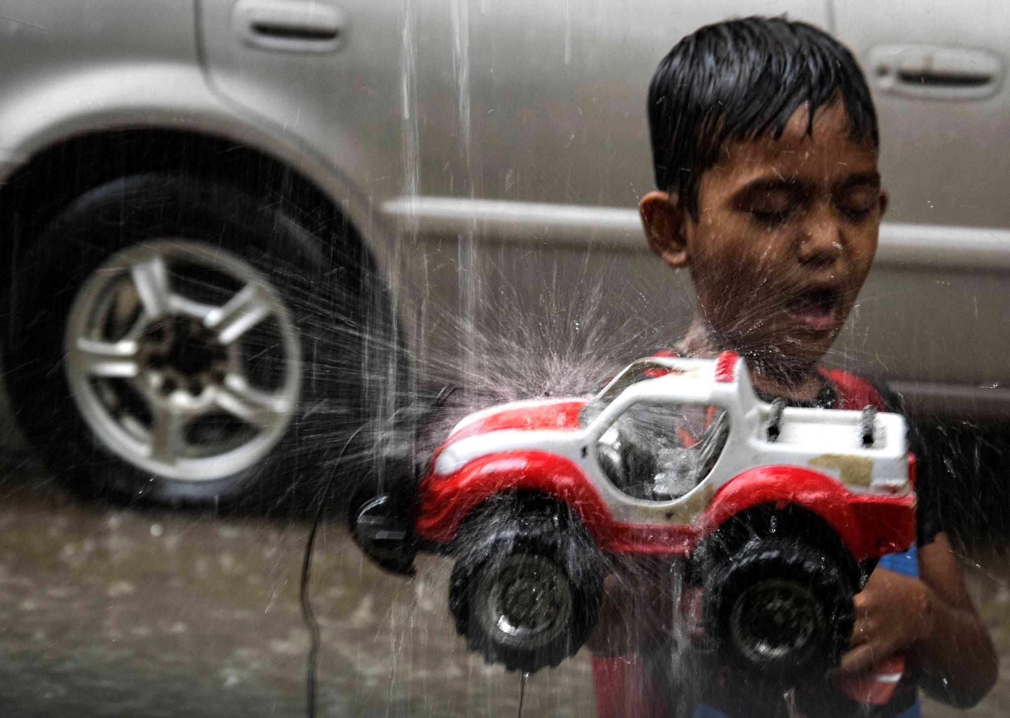 4 wheel drive in Rain by alinoton