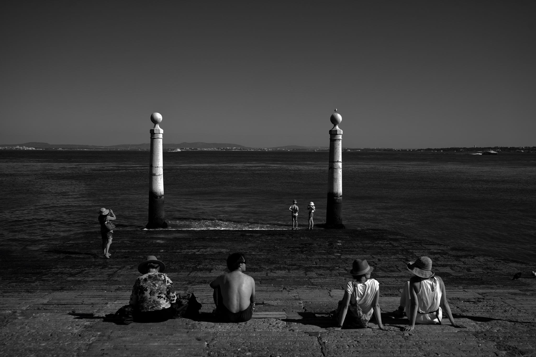 Cais das Colunas by Amelia Monteiro