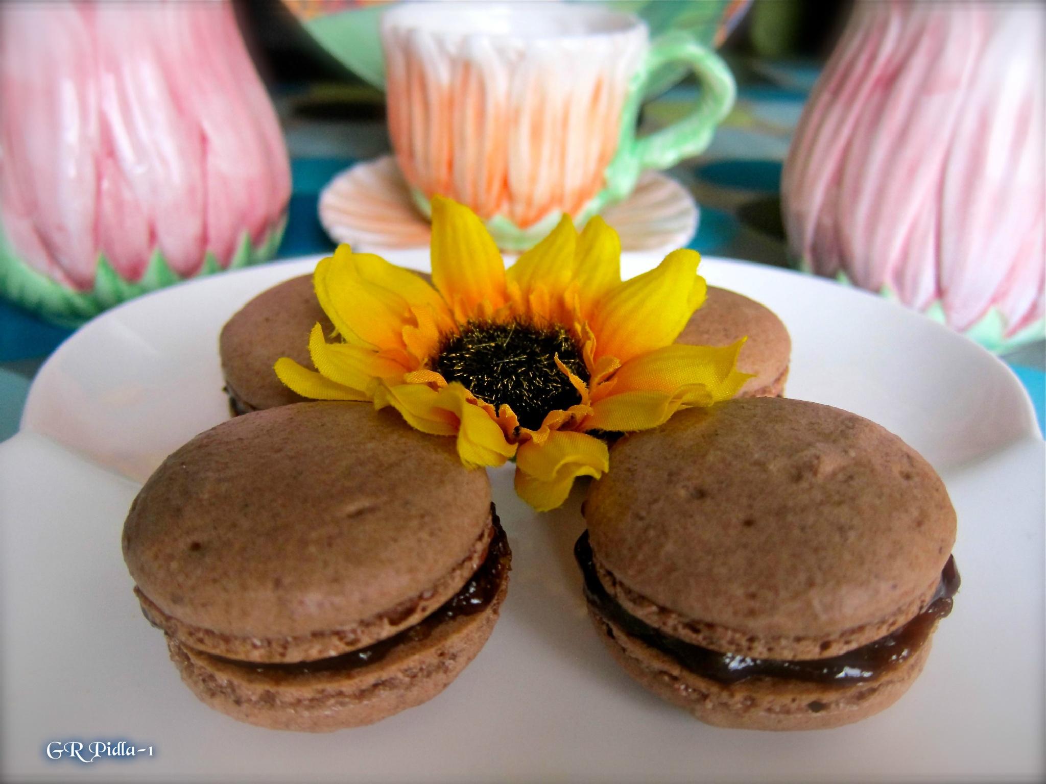 cafe mocha macarons with chocolate ganache by Gina  Alwaysmile (*_*)